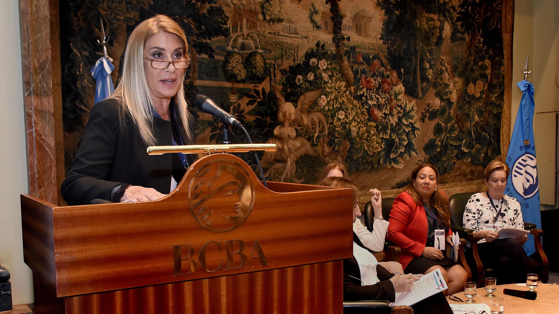 """Elena Tejeira en el panel """"La integración de la mujer y de las jóvenes a los bloques comerciales"""" (Nicolás Stulberg)"""