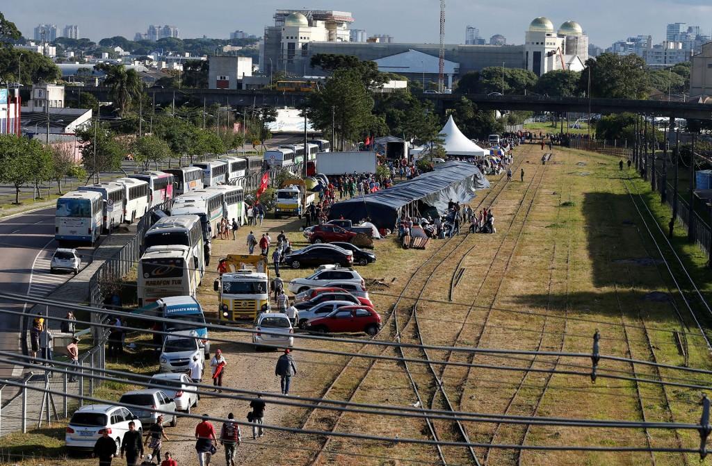 Sindicalistas, movimientos de izquierda y dirigentes del PT se desplazaron hasta la ciudad de Curitiba para arropar al ex presidente Luiz Inácio Lula da Silva (Reuters)
