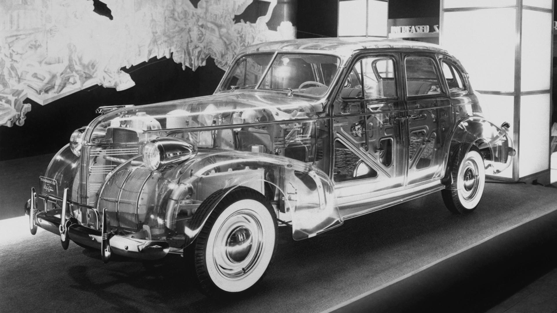 La carrocería del Pontiac Deluxe Six fue construida en plexiglás, un descubrimiento simultáneo a su lanzamiento