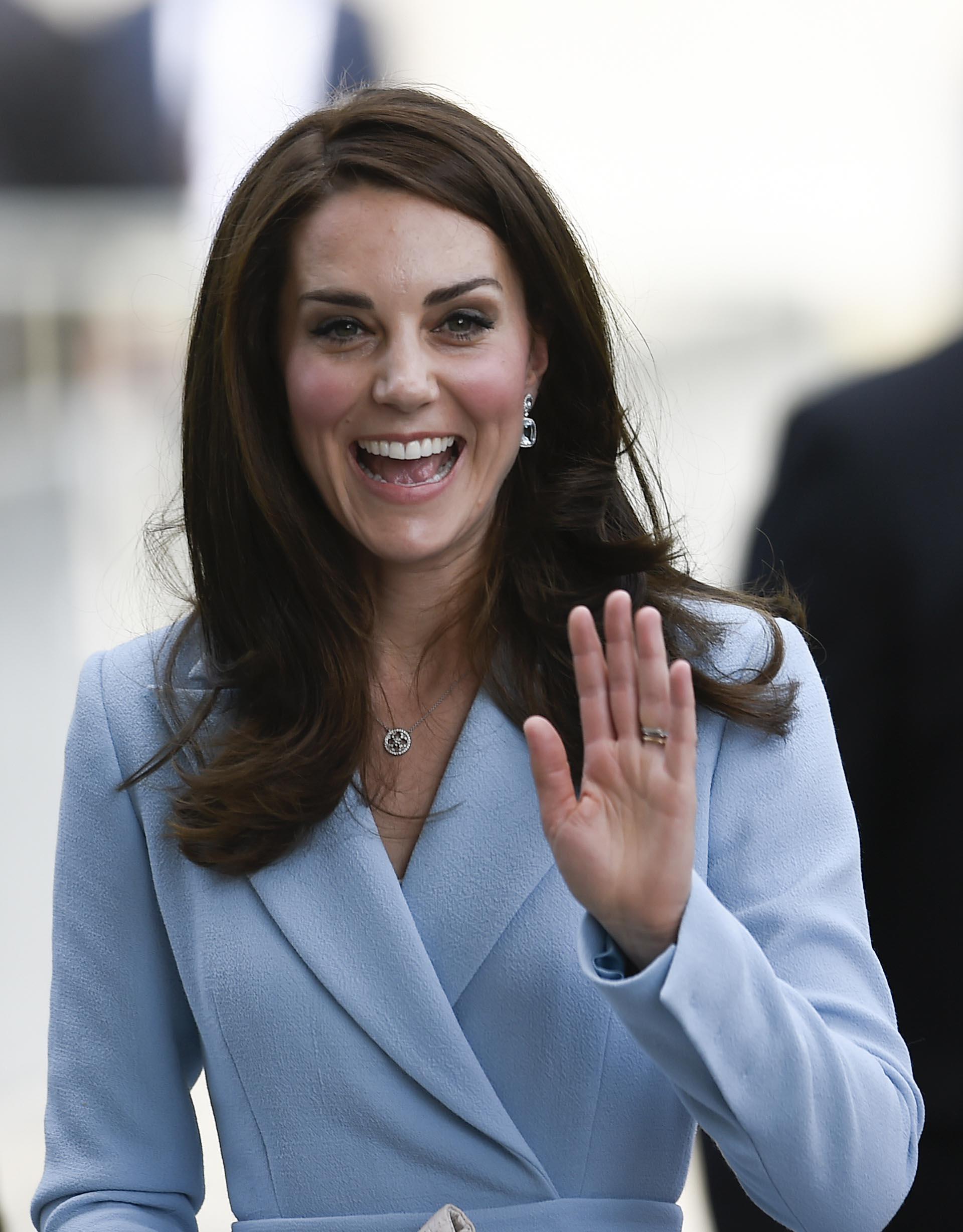 Siempre sonriente y de buen humor, así arribó la Catalina de Cambridge a un acto oficial en Luxemburgo