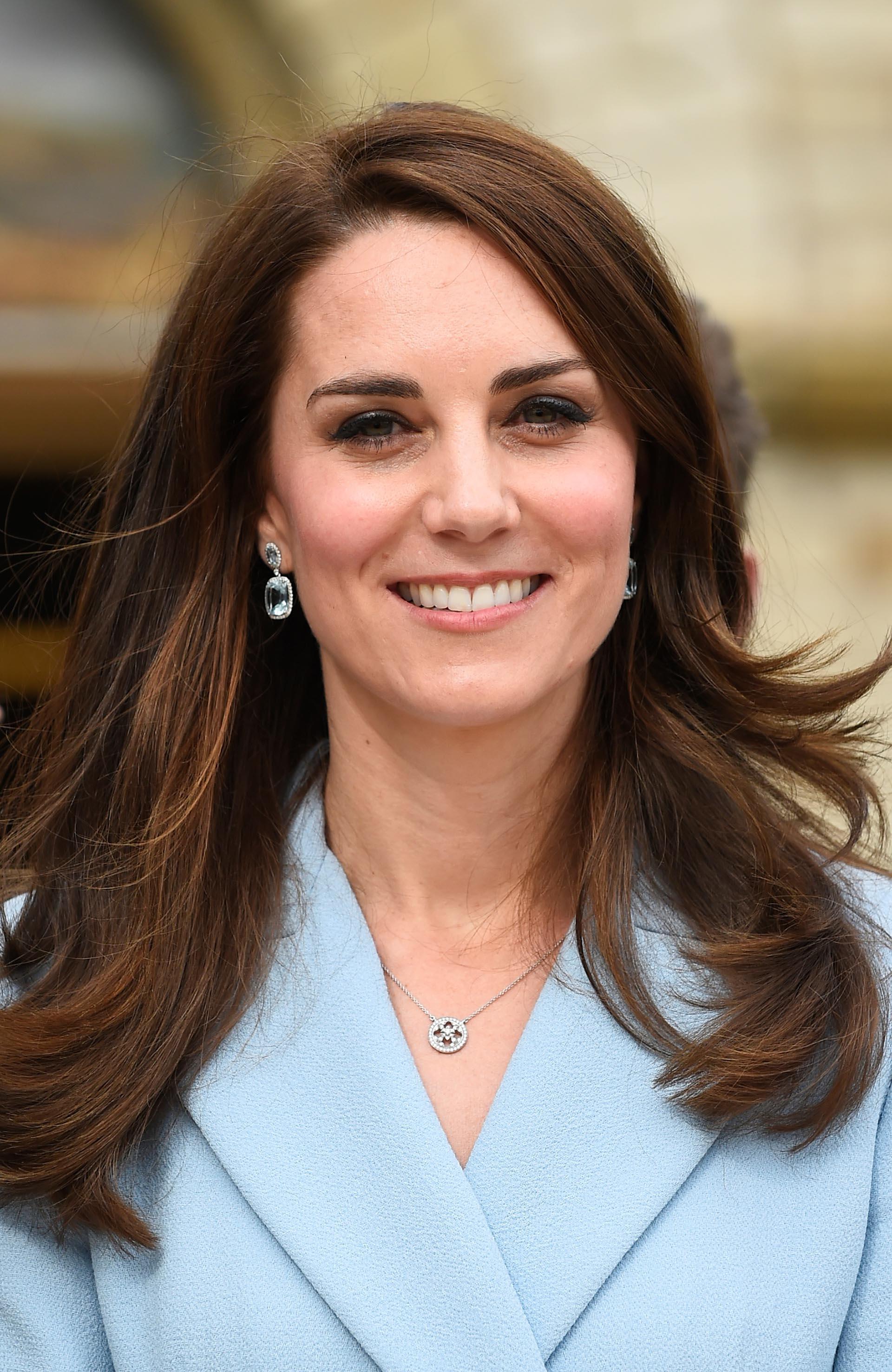 Un maquillaje suave y su larga cabellera suelta fueron los complementos perfectos para su delicado estilo