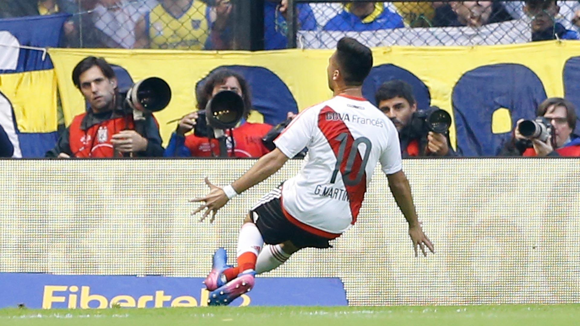 Con una espectacular volea en el área, Pity Martínez marcó el primer gol