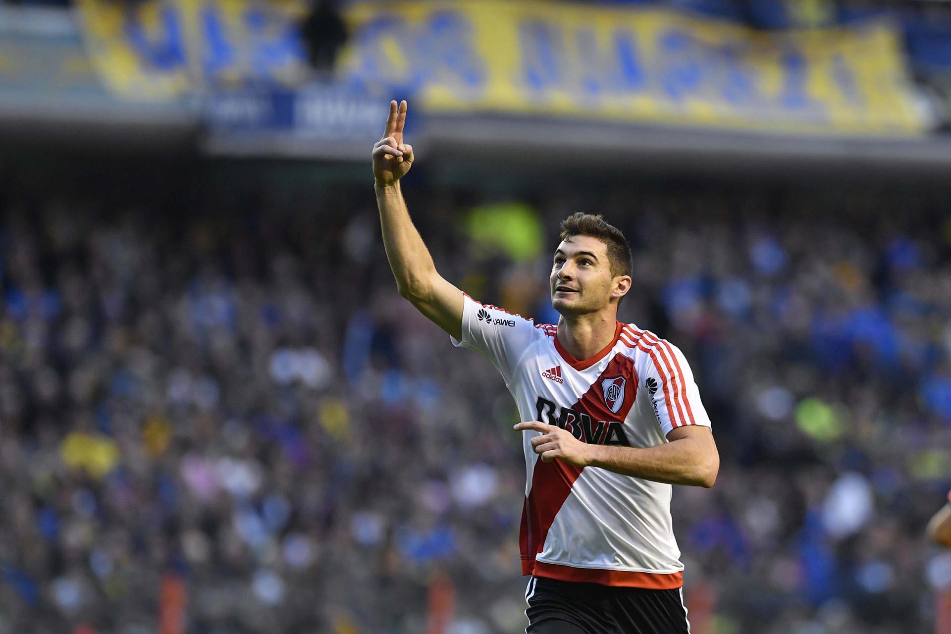 Lucás Alario festeja su gol, el segundo a favor de River que supera a Boca por 2 a 0