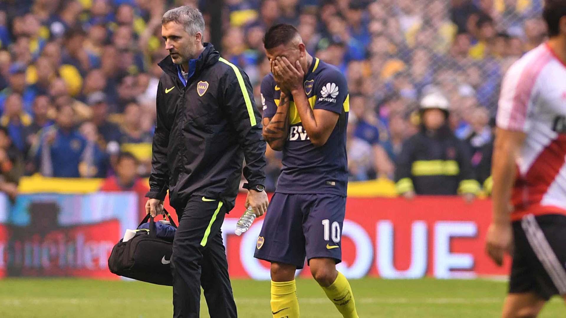Ricardo Centurión se retira lesionado del superclásico cuando corrían los 15 minutos del primer tiempo