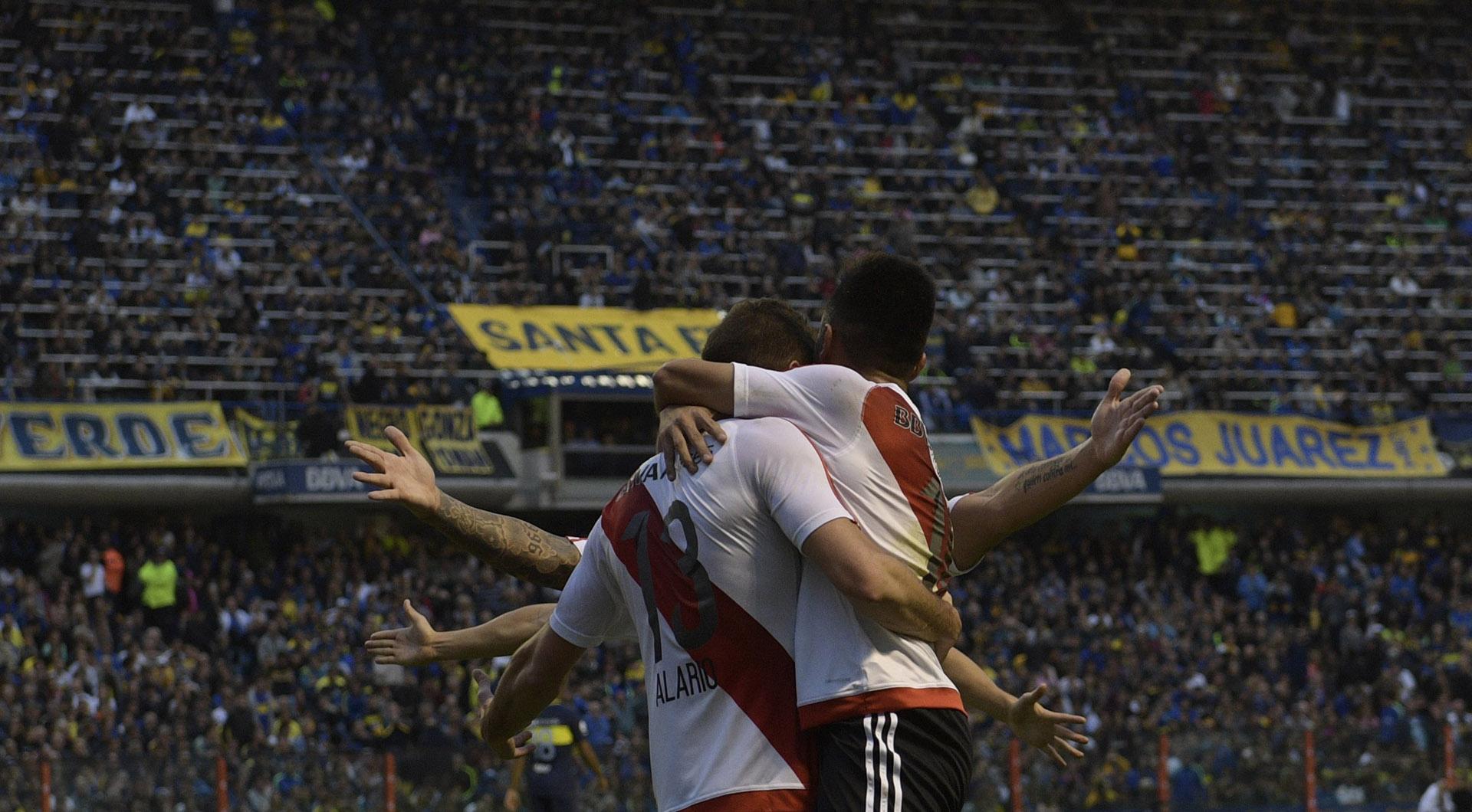 Los jugadores de River festejando el gol que selló el 3-1