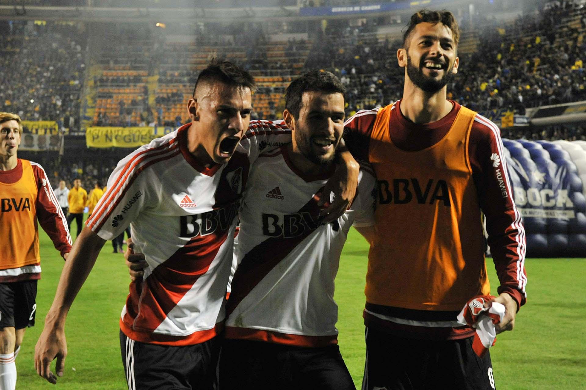 Carlos Auzqui, Camilo Mayada y Marcelo Larrondo