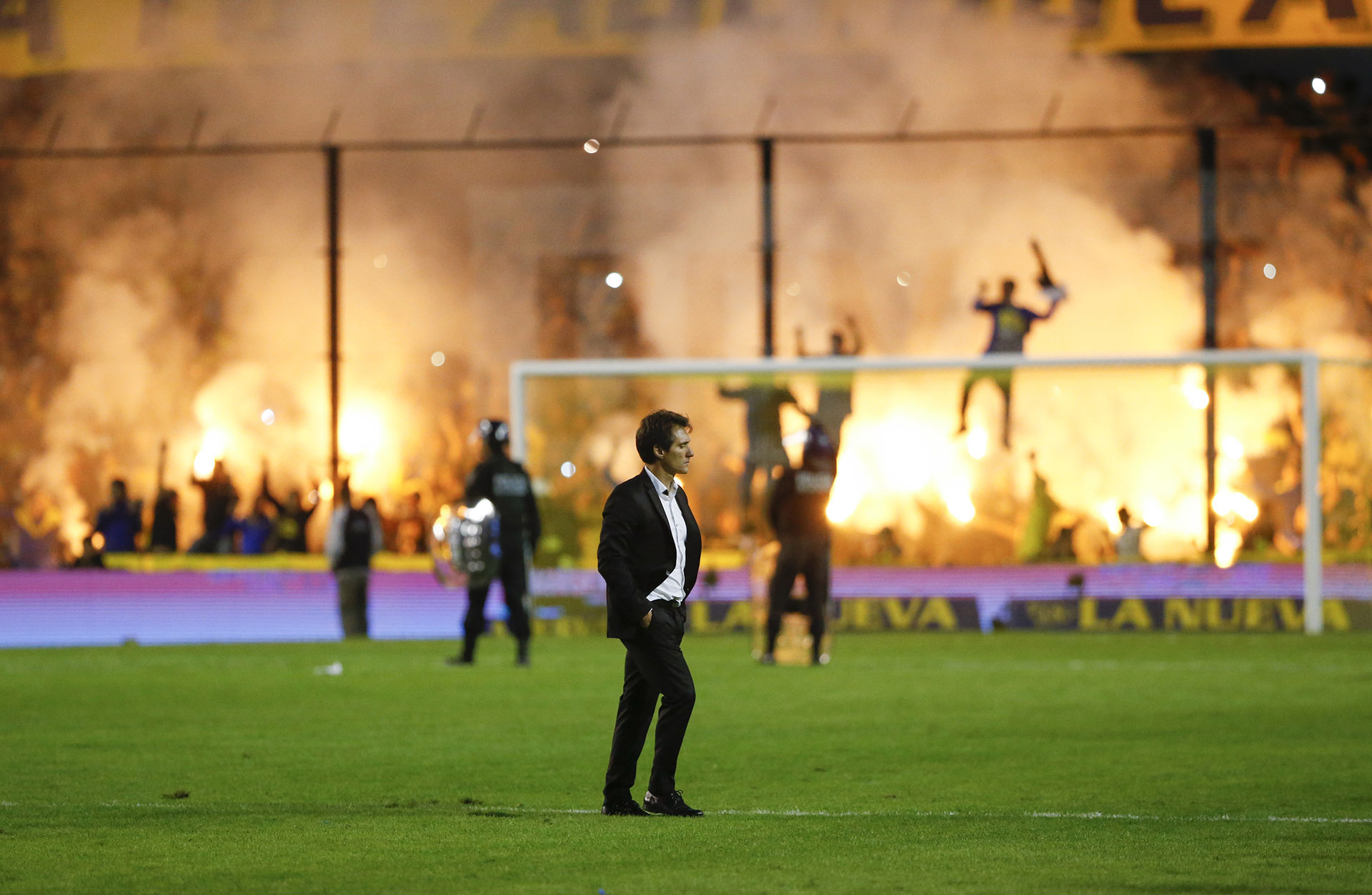 Guillermo Barros Schelotto en el ingreso de los equipos a la cancha