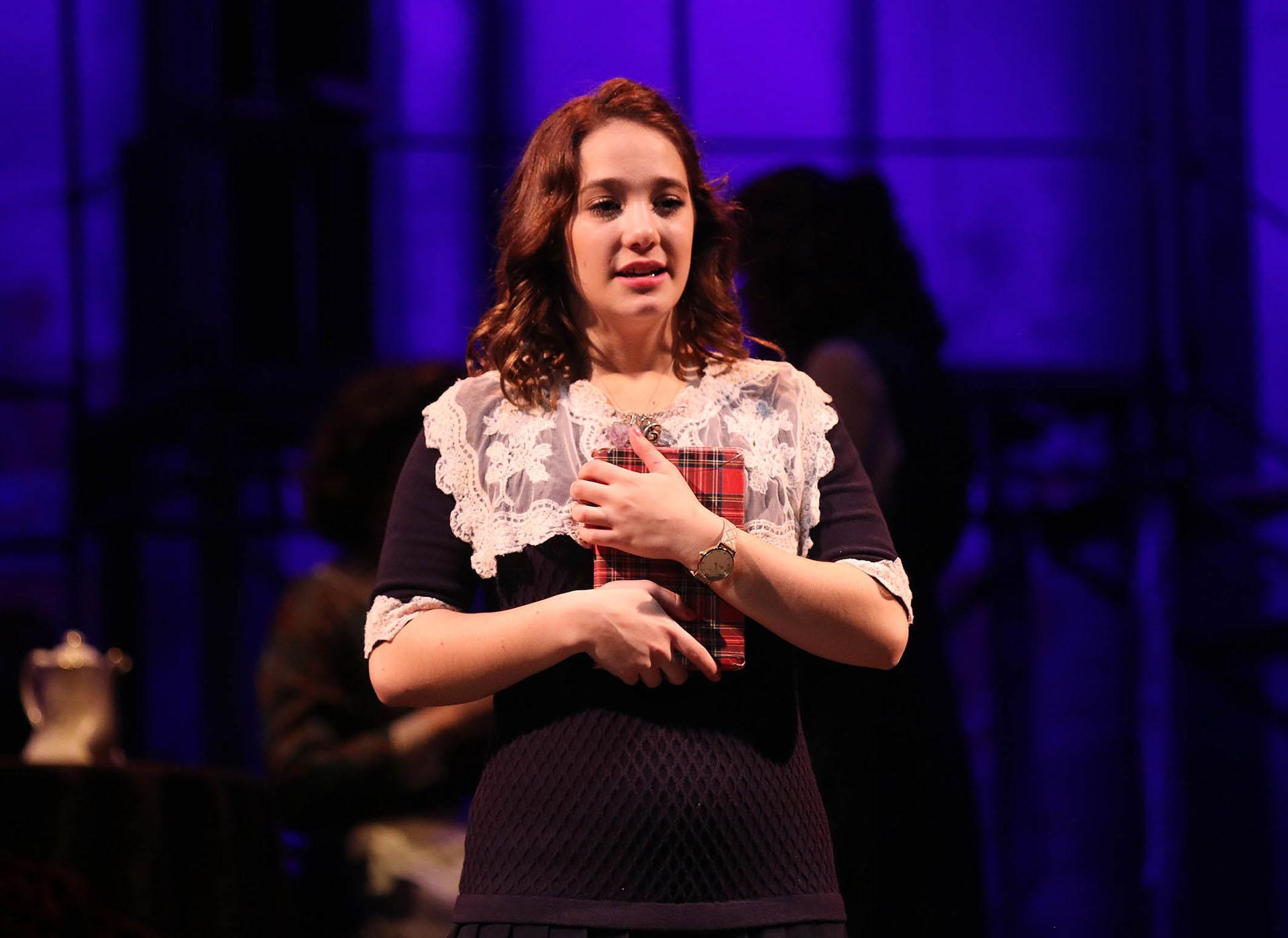 """Ángela Torres debutó en la obra """"El Diario de Anna Frank"""" en el Teatro 25 de mayo"""
