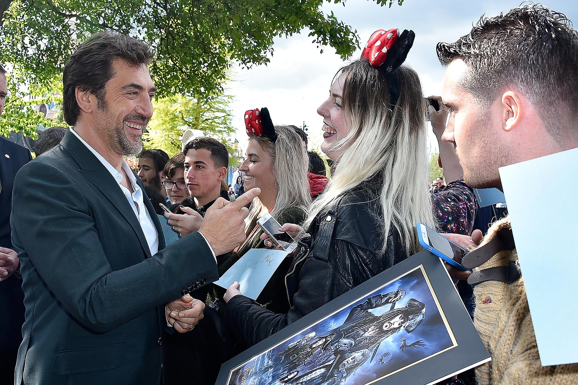 Javier Bardem se divirtió con sus seguidores, se tomó fotografías y hasta firmó autógrafos