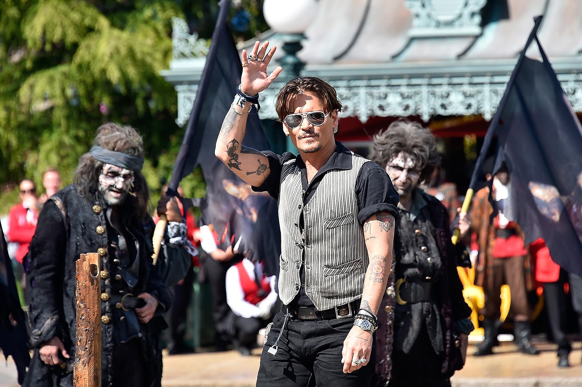 El capitán Sparrow, interpretado por Johnny Depp, arriba a la premiere europea de la quinta entrega de la exitosa serie cinematográfica, Piratas del Caribe