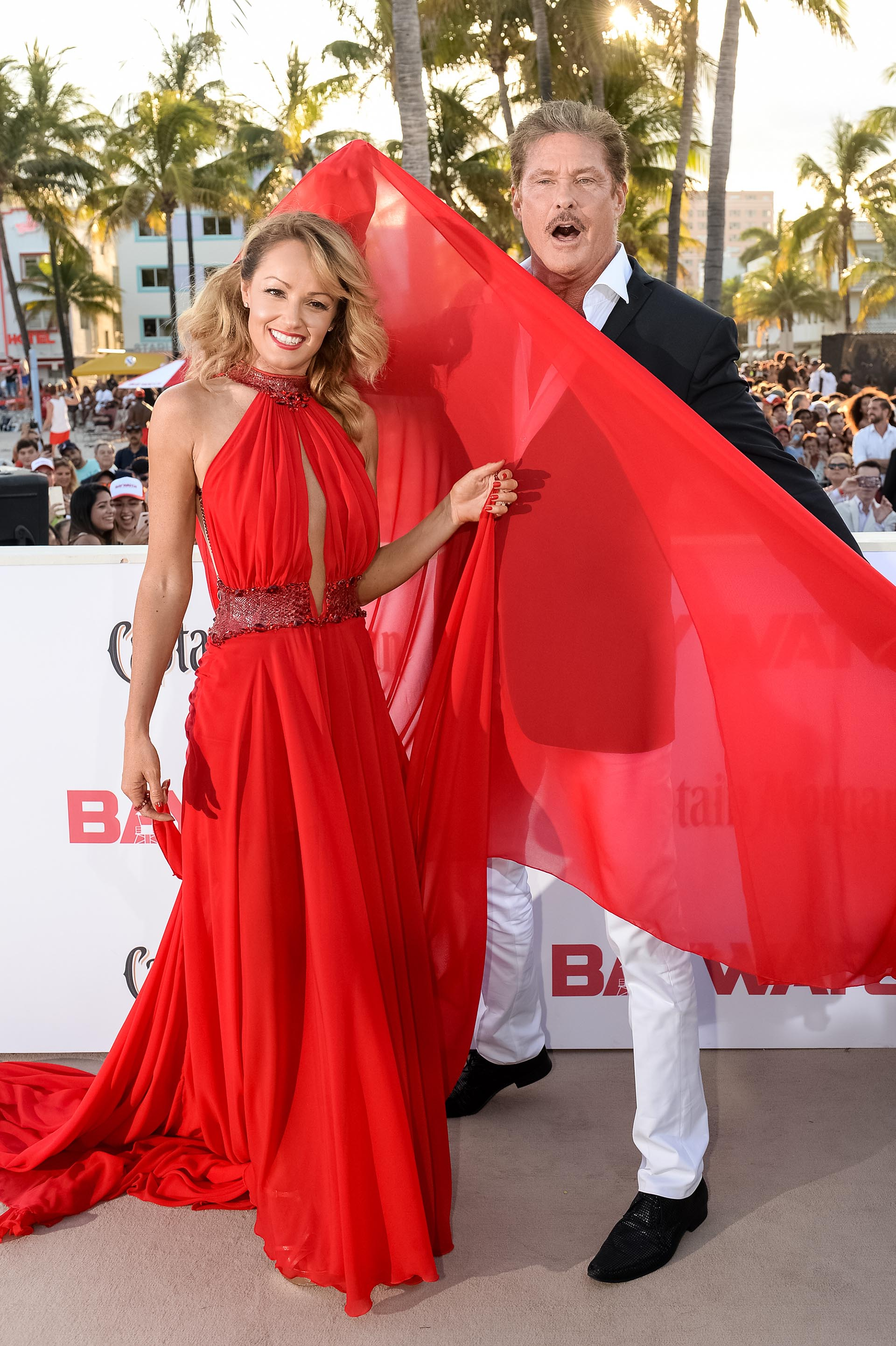 David Hasselhoff y su esposa Hayley Roberts arriban a la red carpet, que se llevó a cabo en South Beach, Miami