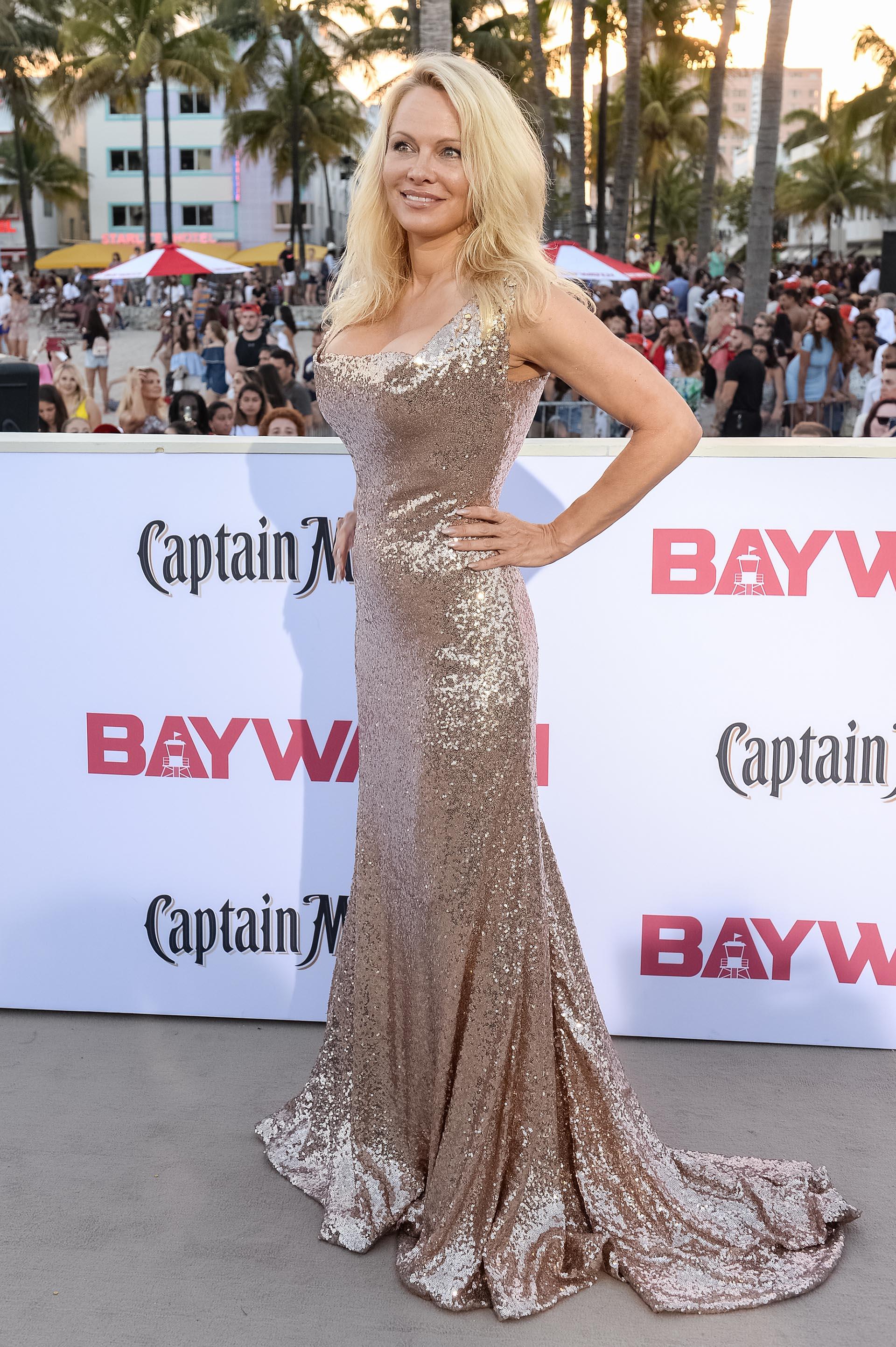 A los 49 años, Pamela Anderson no perdió ni un ápice de su fabulosa belleza y seducción