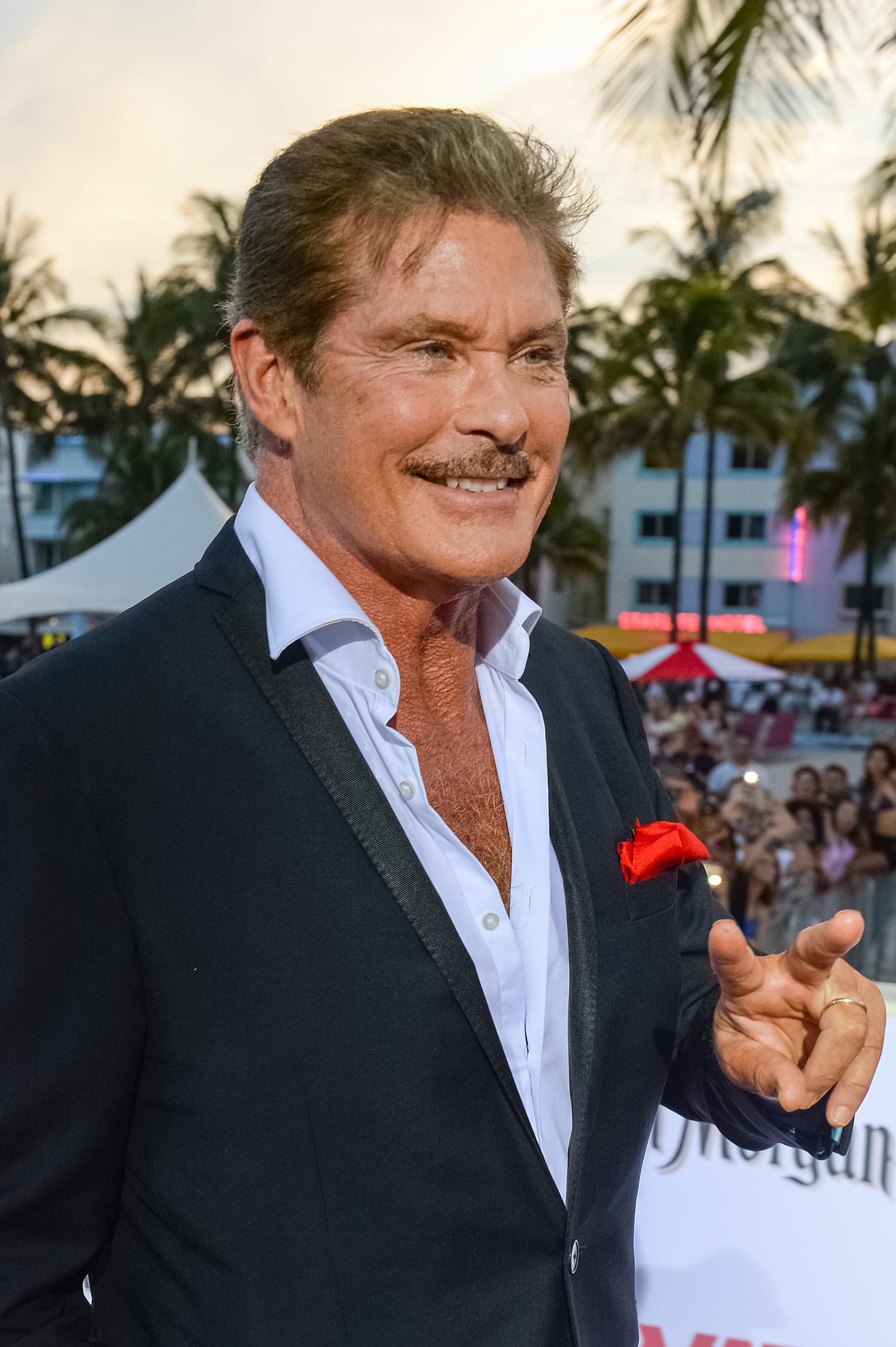 A los 64 años, David Hasselhoff se conserva como uno de los emblemáticos galanes de Hollywood