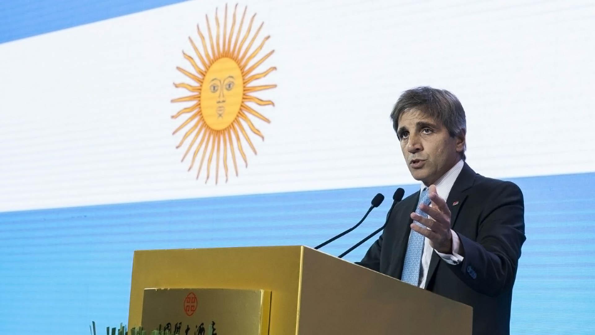 Luis Caputo, ministro de Finanzas, será uno de los grandes beneficiados de este cambio a la hora de salir a pedir deuda al mundo.