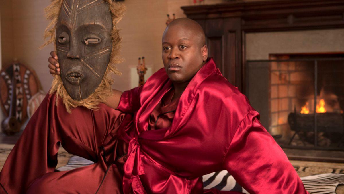 Titus (Titus Burgess) se cree una diva de las artesdramáticas.