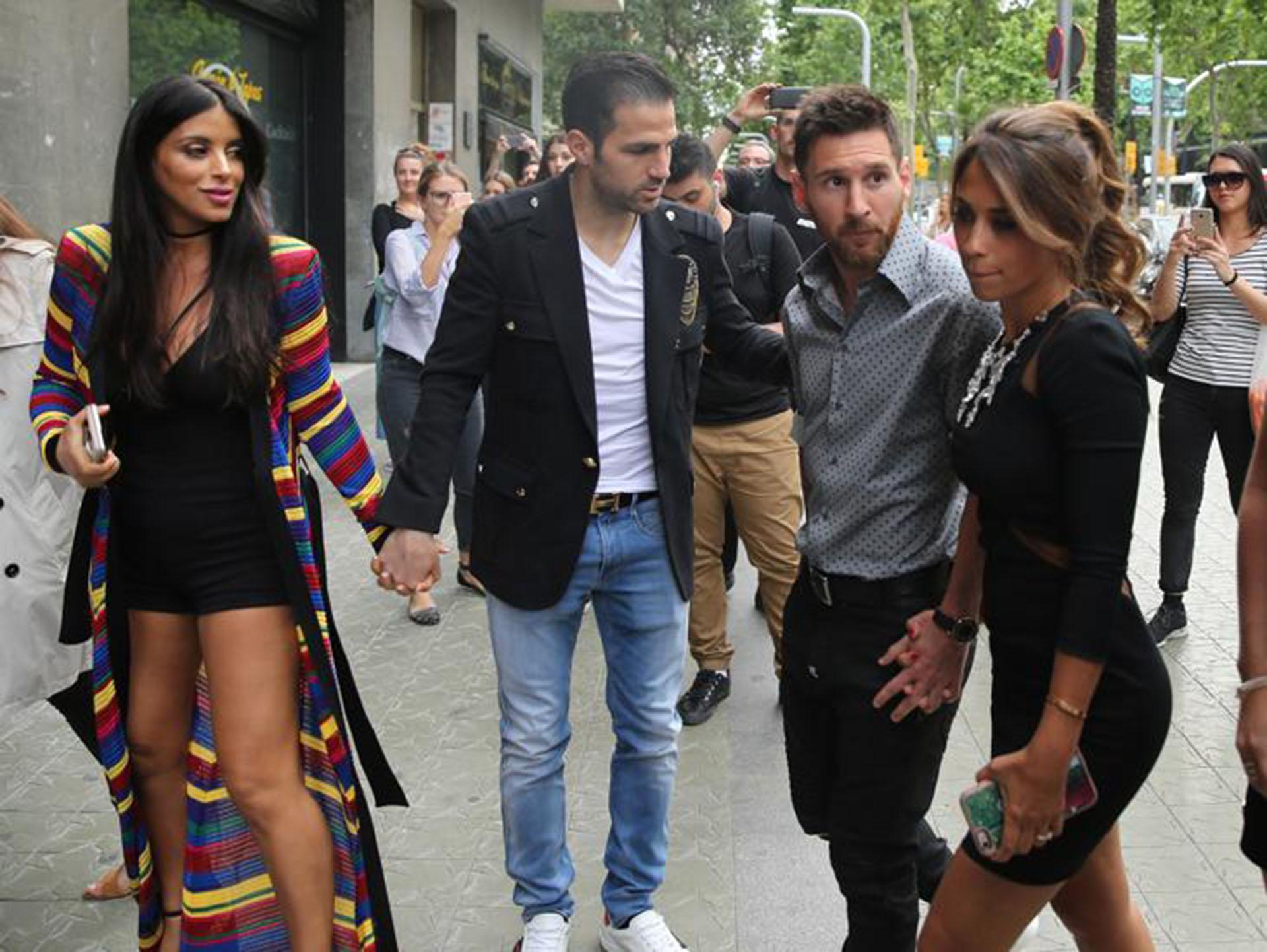 Daniella Semaan, Cesc Fàbregas y , Lionel Messi y Antonella Rocuzzo
