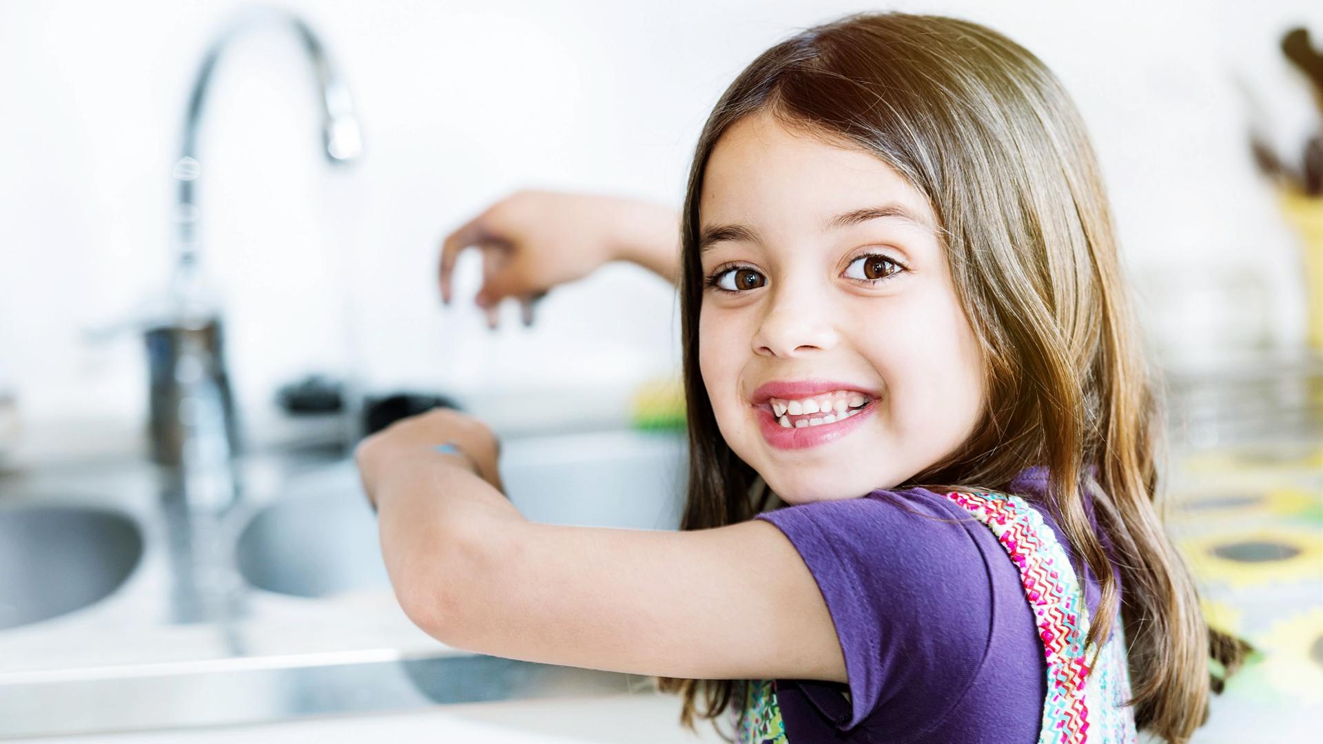Estar expuesto a este tipo de con bacterias es parte de un sistema inmunológico saludable, pero se recomienda la correcta higiene diaria de manos para evitar patologías peligrosas (iStock)