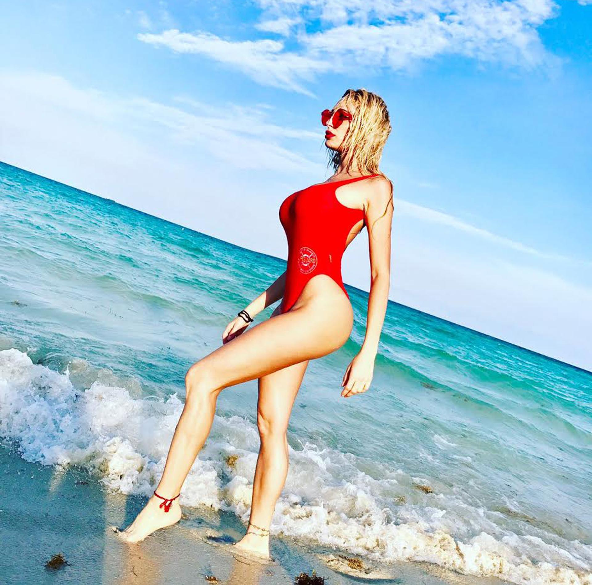 Vicly Xipolitakis imitó a Pamela Anderson en Miami