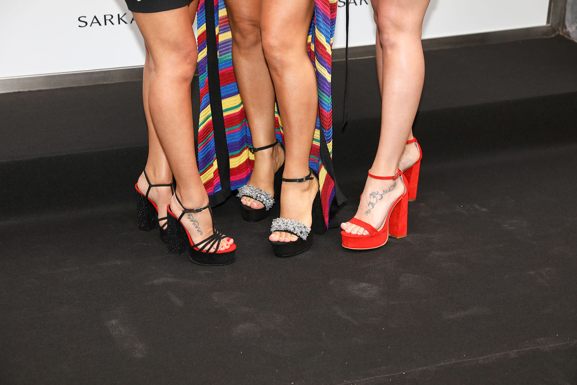 Un primer plano de los zapatos de Sarkany que lucieron Antonella Roccuzzo, Daniella Semaan y Sofía Balbi