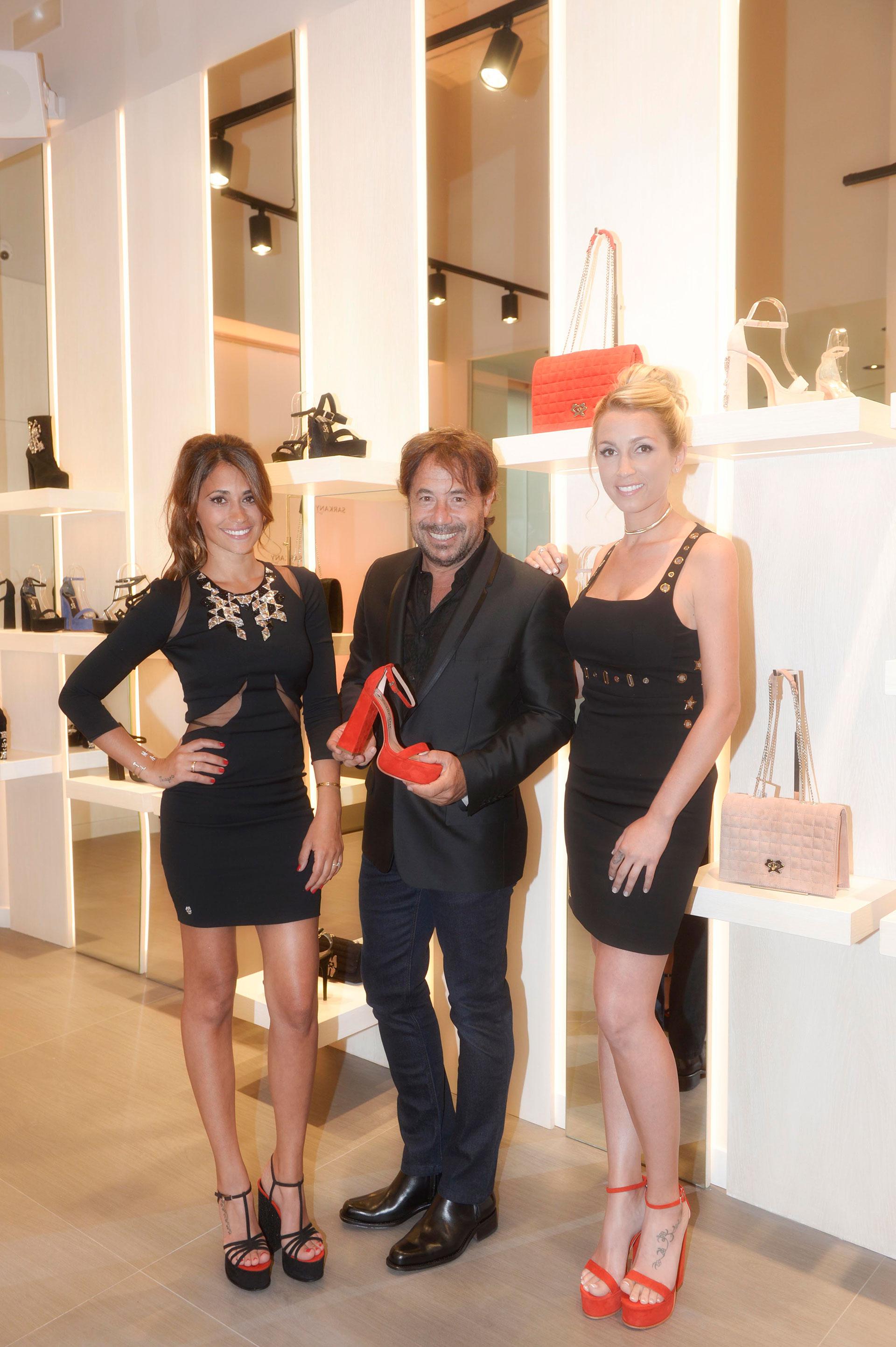 Ricky Sarkany, Antonella Roccuzzo y Sofía Balbi con la nueva colección verano de la marca