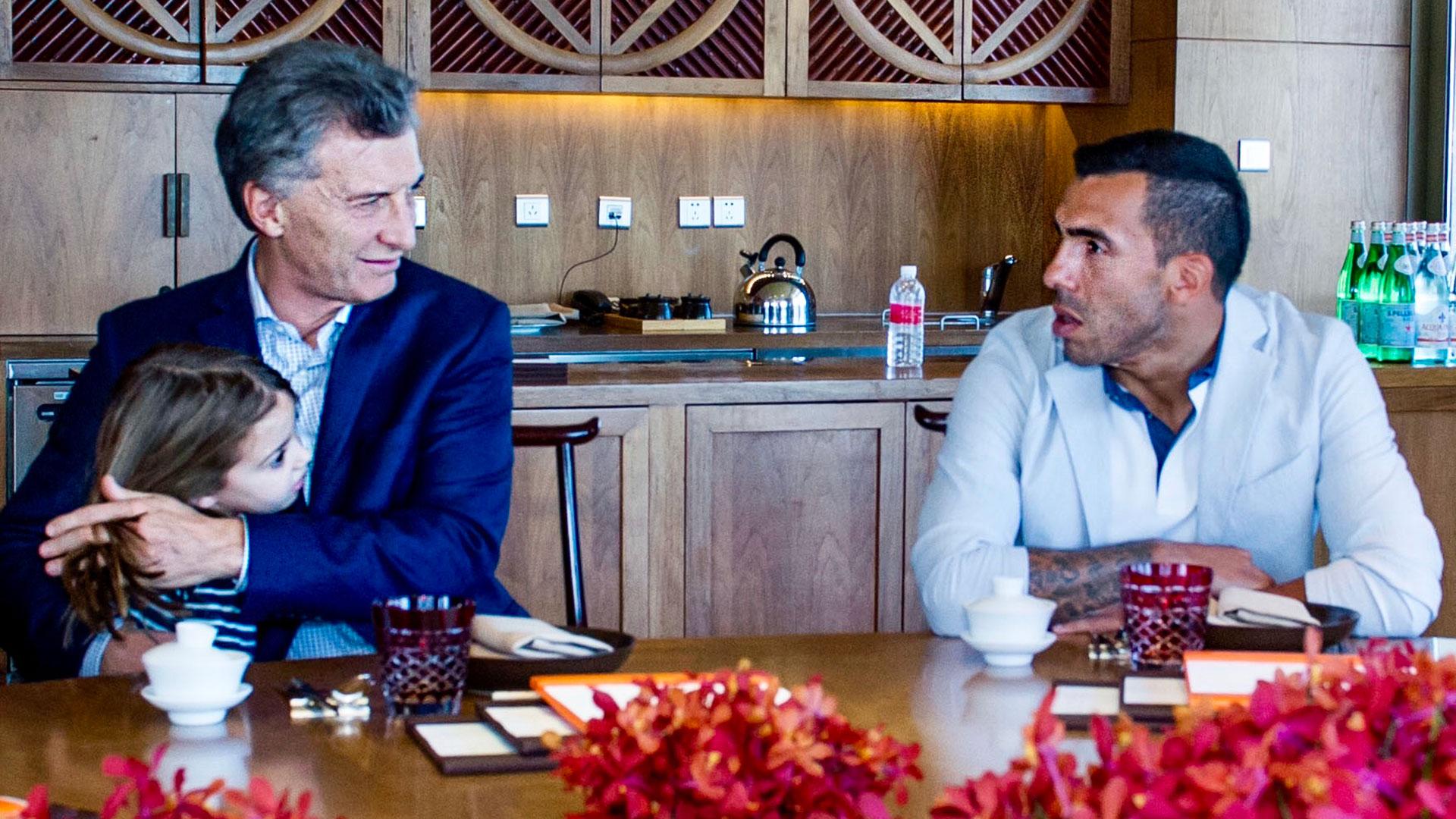 Tevez en una de las reuniones que tuvo con Mauricio Macri en el pasado