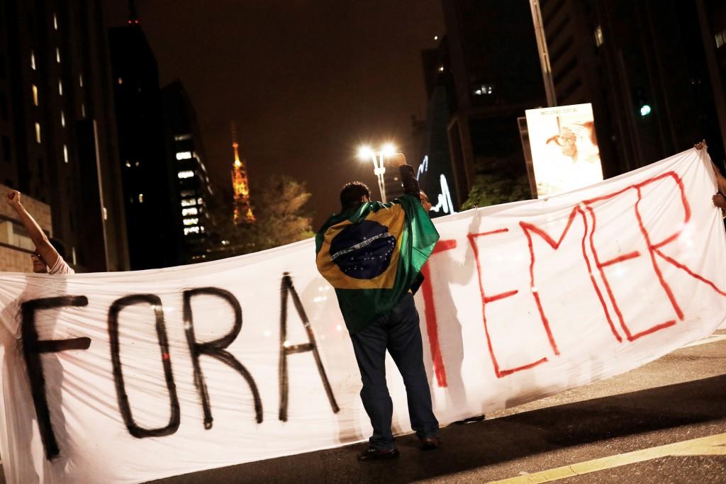 Los partidarios de Lula y Rousseff también convocaron por las redes a manifestaciones para pedir la salida del actual mandatario