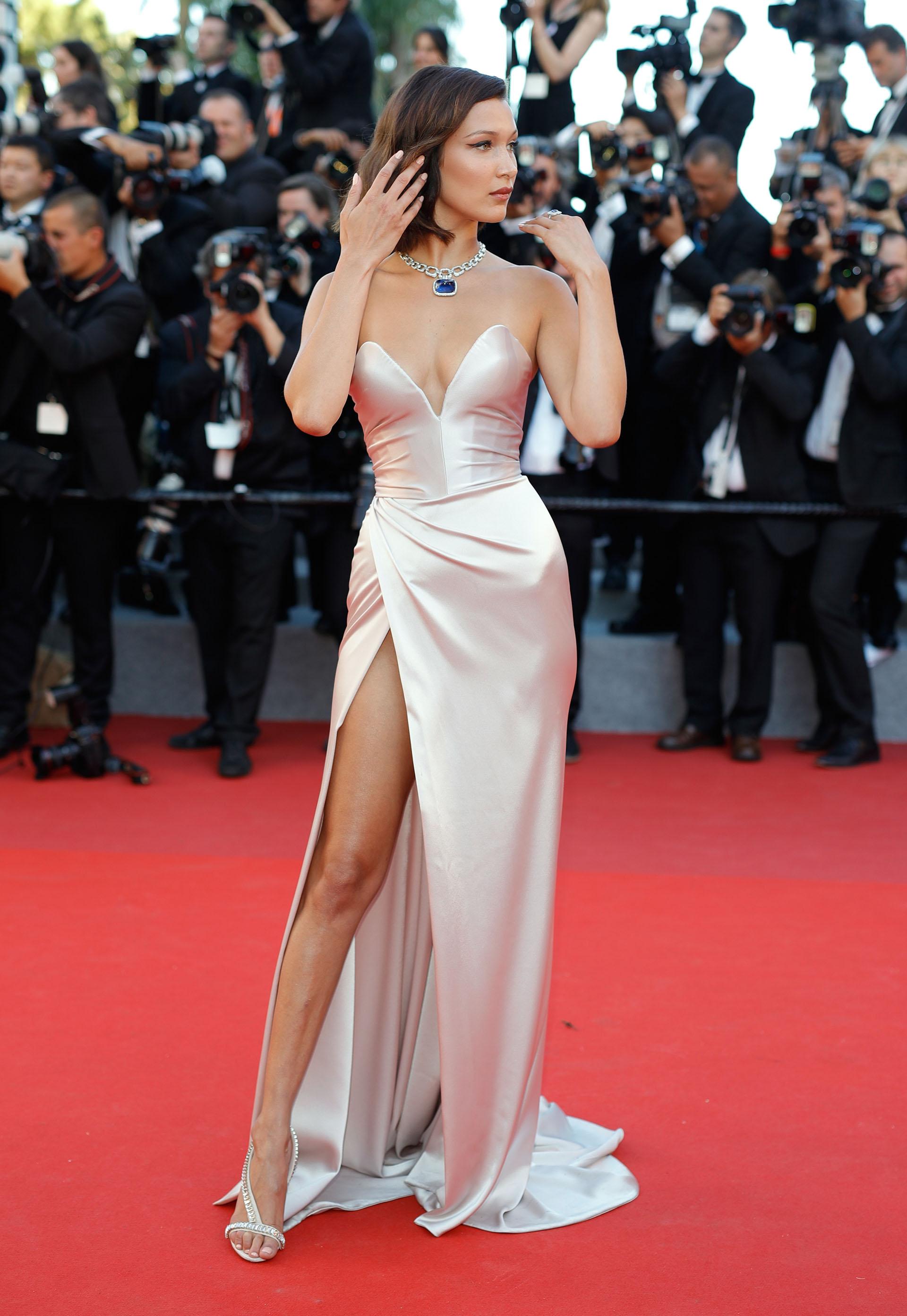 Bella Hadid, optó también por un color claro, vestida por Alexandre Vauthier ( Andreas Rentz/Getty Images)