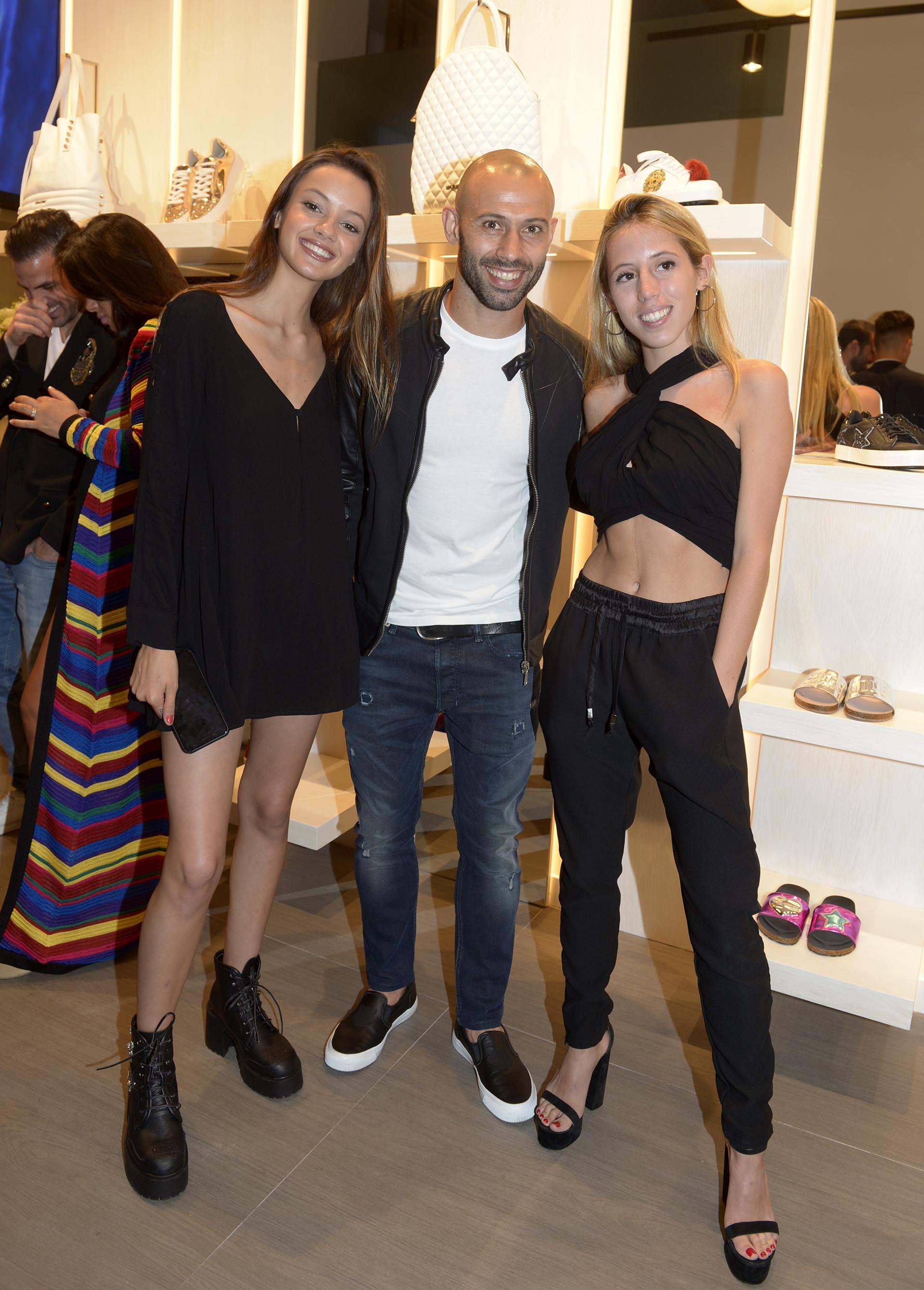 La modelo Luna Sobrino, Javier Mascherano y Clarita Sarkany