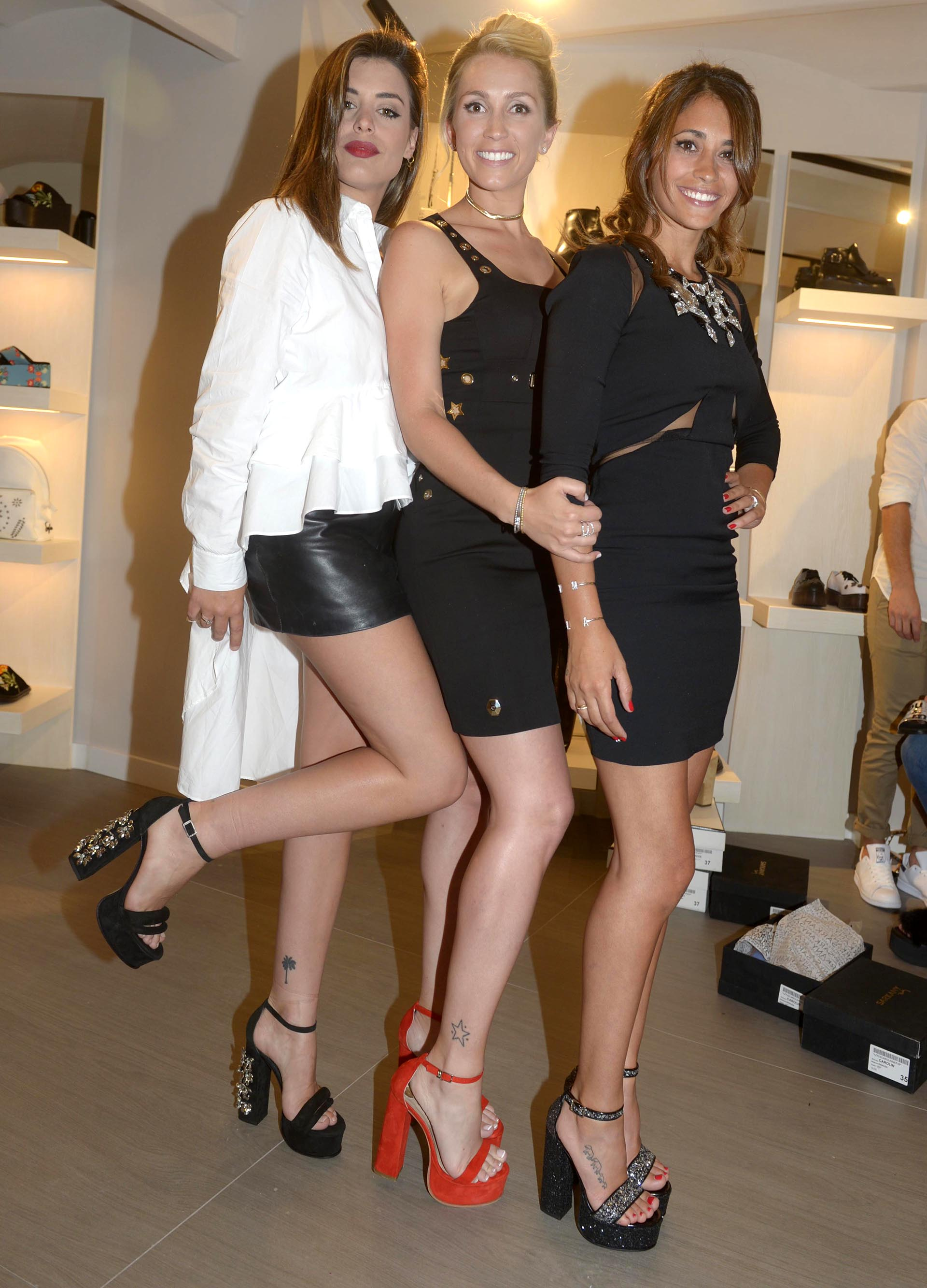 La bloguera española Dulceida, Sofia Balbi y Antonella Rocuzzo con los diseños Sarkany