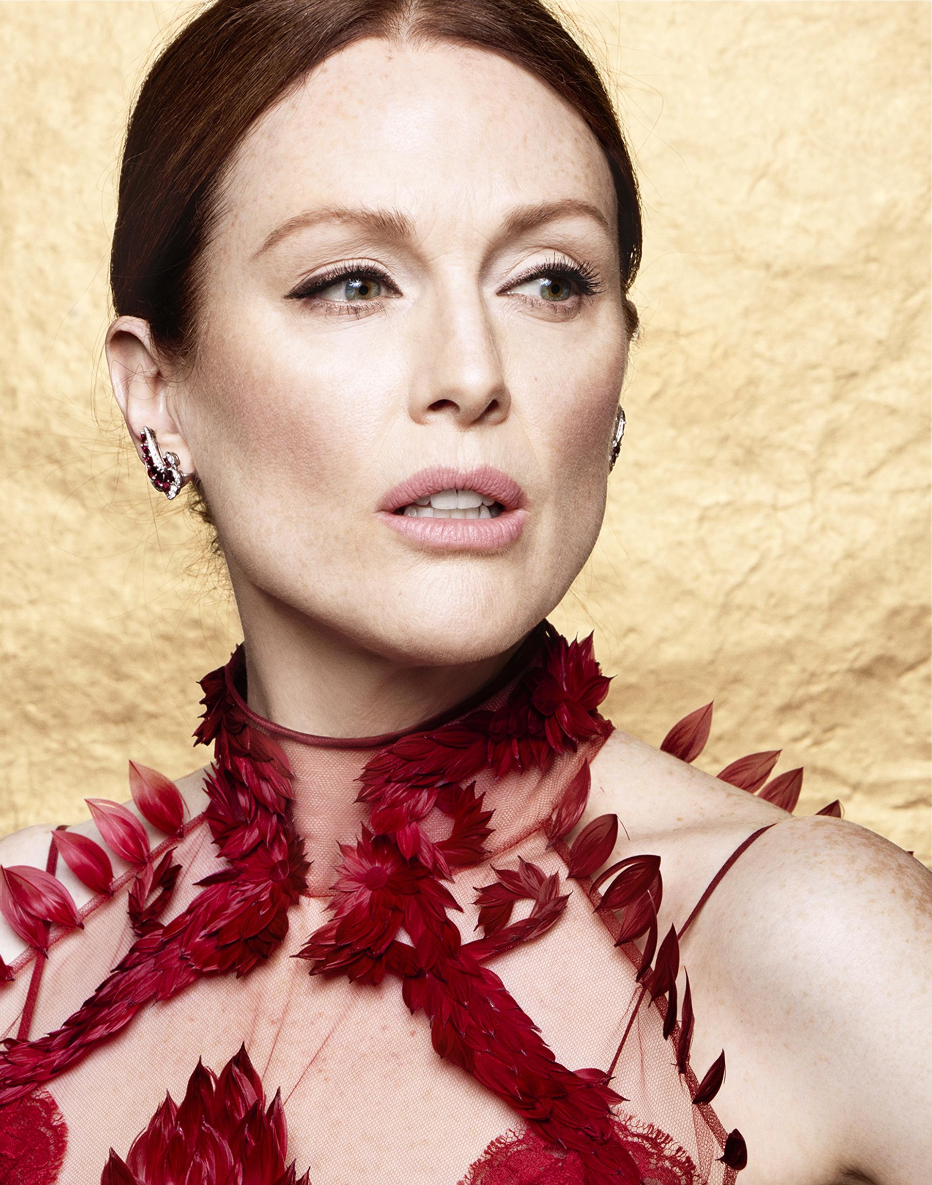 Julianne Moore imponiendo tendencias de belleza en el Festival de Cannes