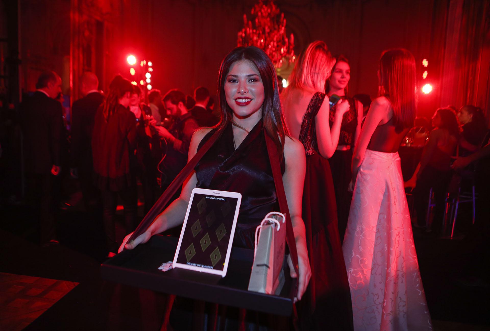 Los exclusivos invitados probaron suerte con el código de la llave que recibieron junto con la invitación y con la que tenían la posibilidad de llevarse premios