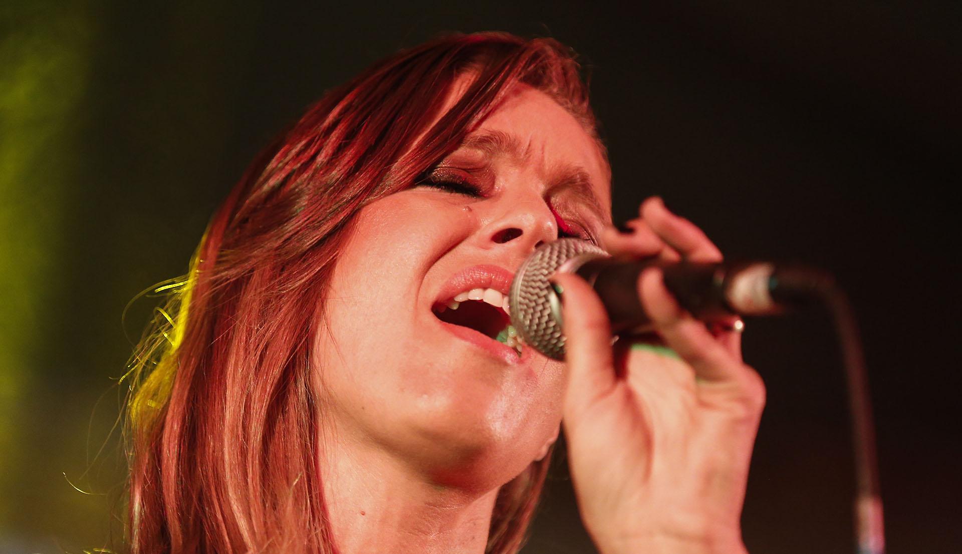 Geraldine Neumann en pleno show