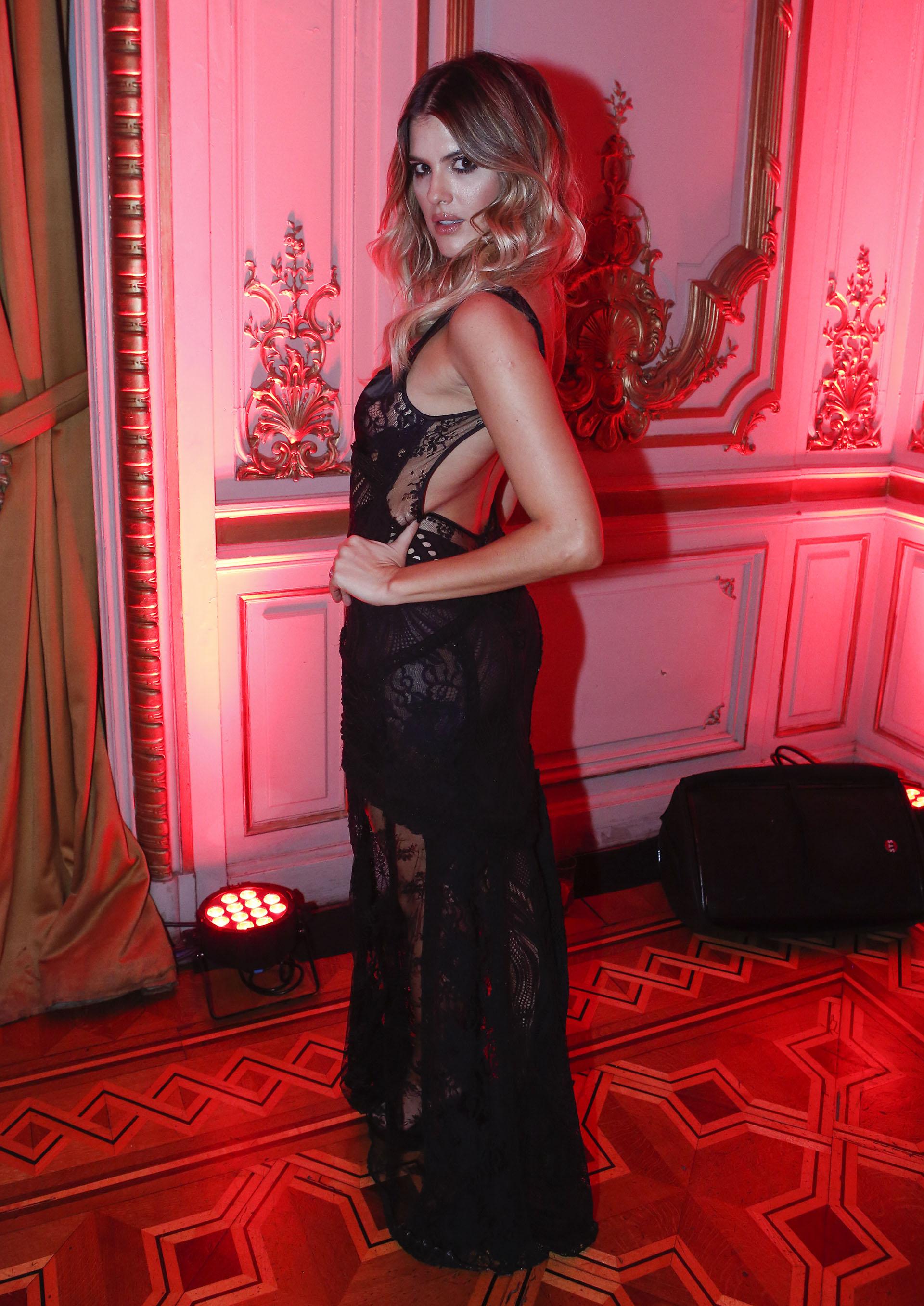 María Del Cerro y un seductor vestido negro con transparencias
