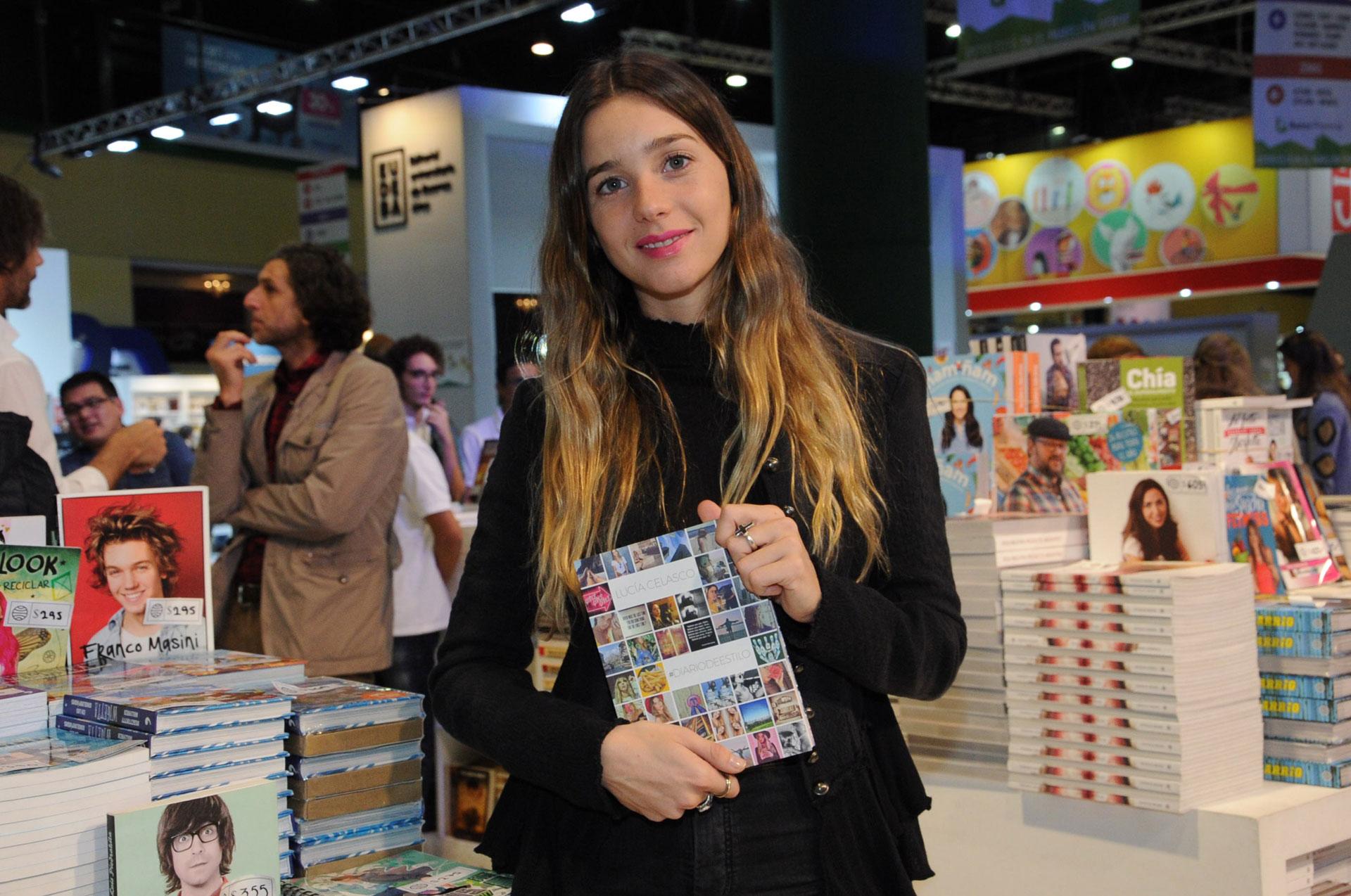 """Lucia Celasco, la nieta de Susana Giménez, presentó el libro """"Diario de Estilo"""" en la Feria del Libro"""
