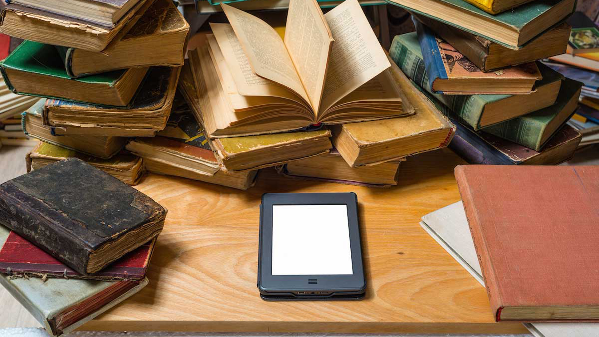 """""""Una biblioteca digital supone un acceso superlativo a la información imposible de alcanzar con bibliotecas de papel"""", dice Enzo Dimuro"""