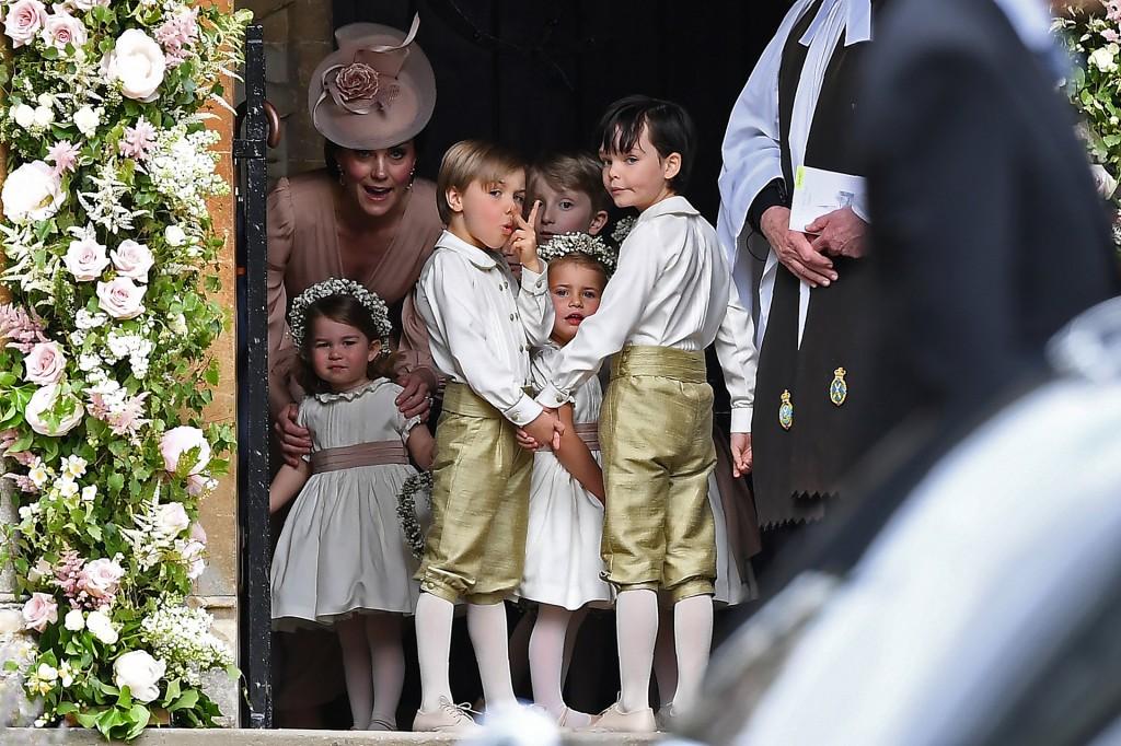 Los niños de la familia minutos antes de la boda (Reuters)