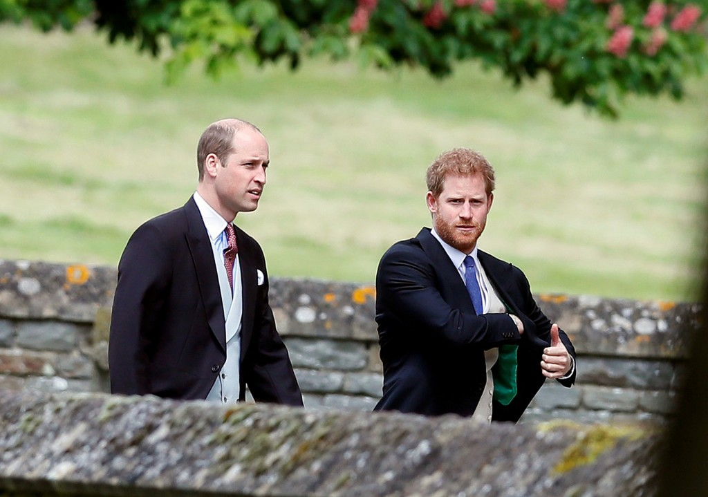 El príncipe Harry (derecha) y el príncipe William (Reuters)
