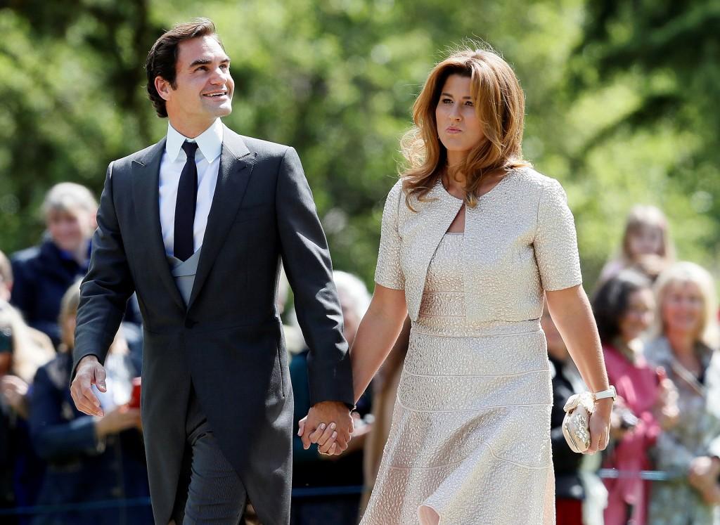El tenista Roger Federer junto a su esposa (Reuters)