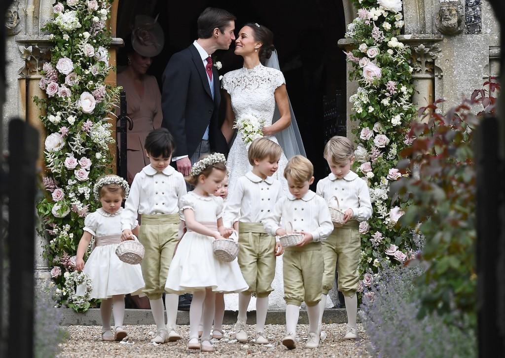Pippa y su marido minutos después de contraer matrimonio (AFP)