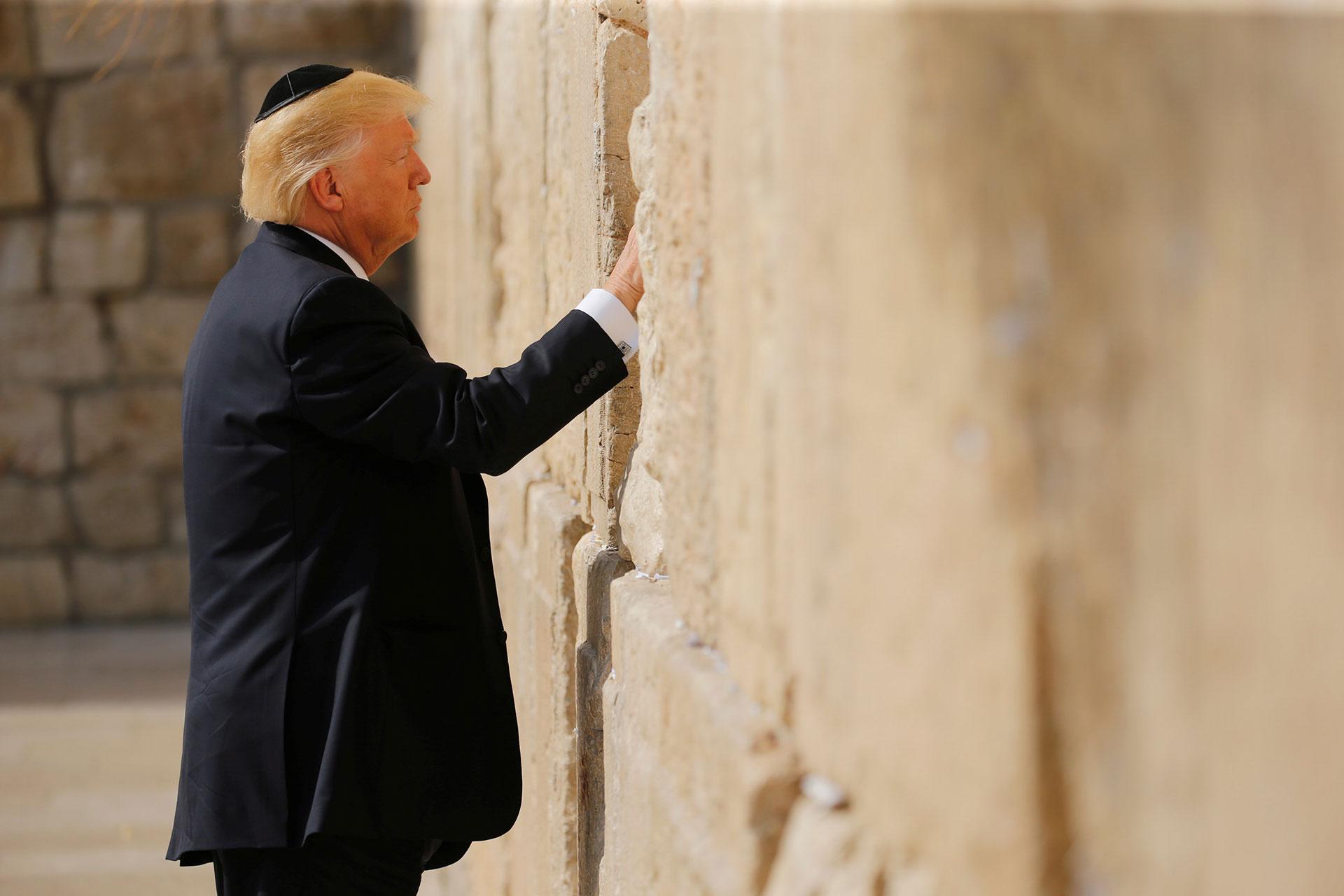 El presidente de los Estados Unidos fue recibido por el primer ministro y el presidente de Israel, y luego visitó los sitios más importantes de la ciudad santa (Reuters)
