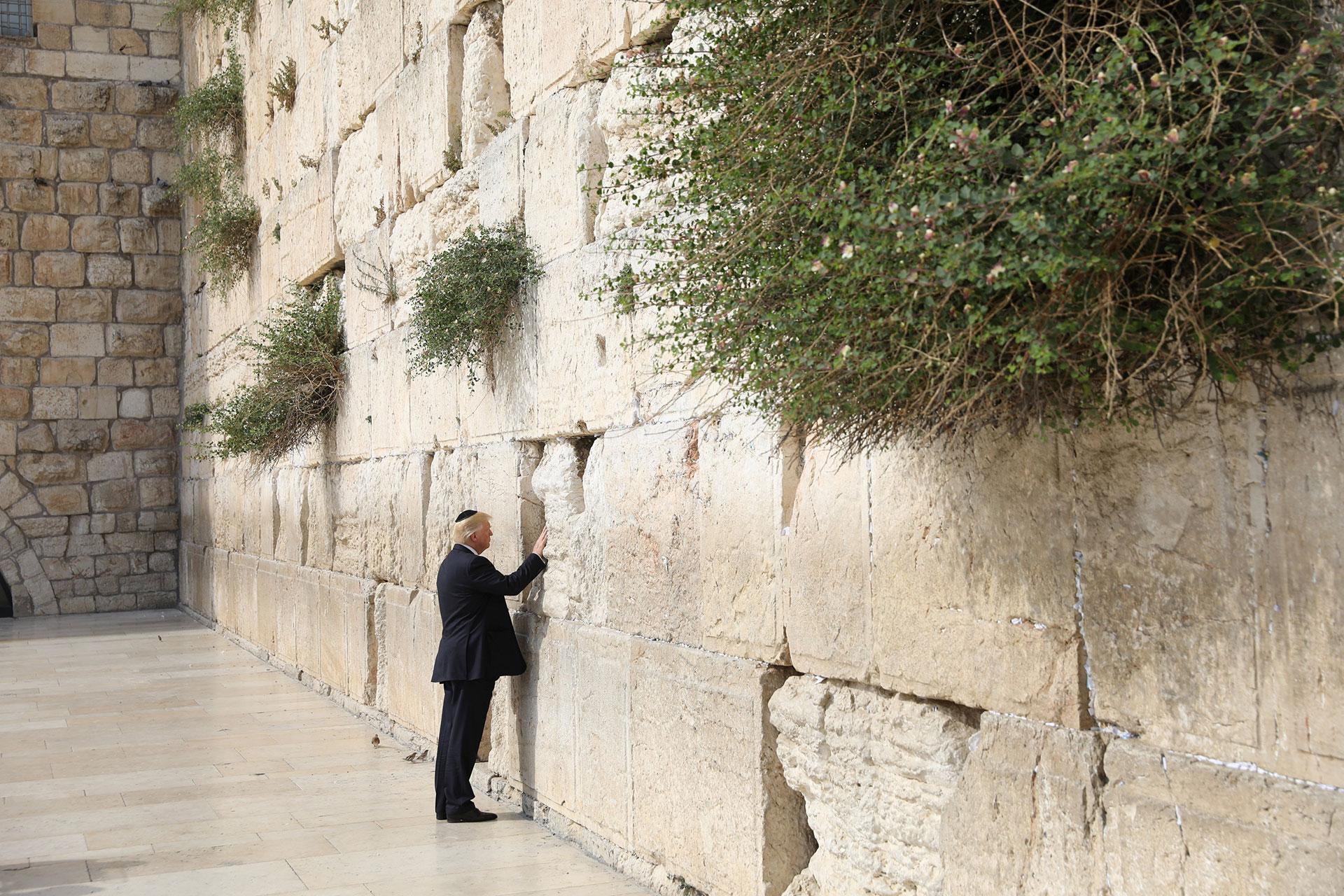 El Muro de los Lamentos, ubicado en la Ciudad Vieja de Jerusalén, es uno de los sitios más sagrados del judaísmo (Reuters)