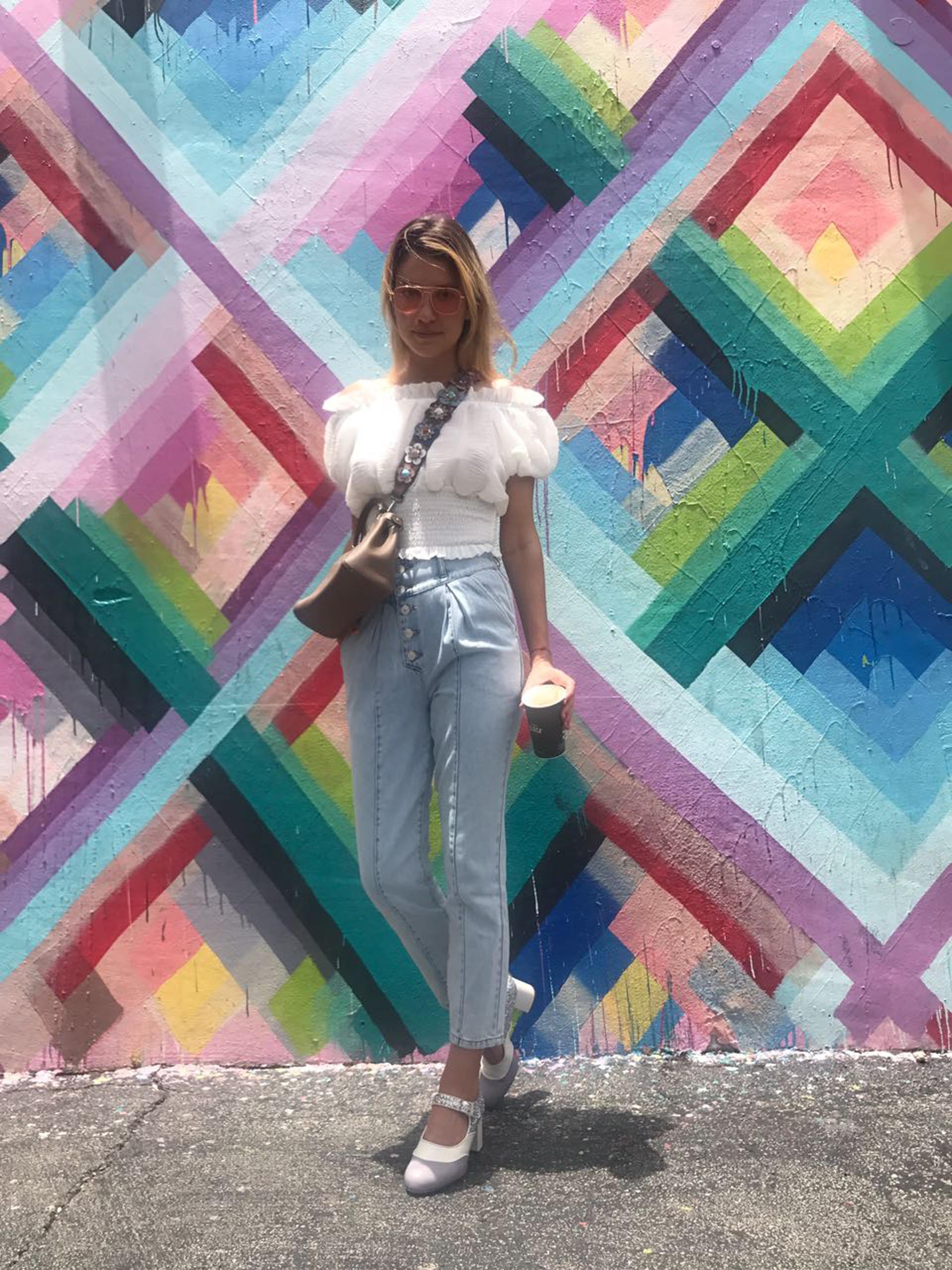 Angie Landaburu, influencer de 23 años tiene 115 mil seguidores en Instagram. Fashionista con las marcas de lujo del mundo más reconocidas, muestra diariamente los eventos que concurre y sus mejores looks.