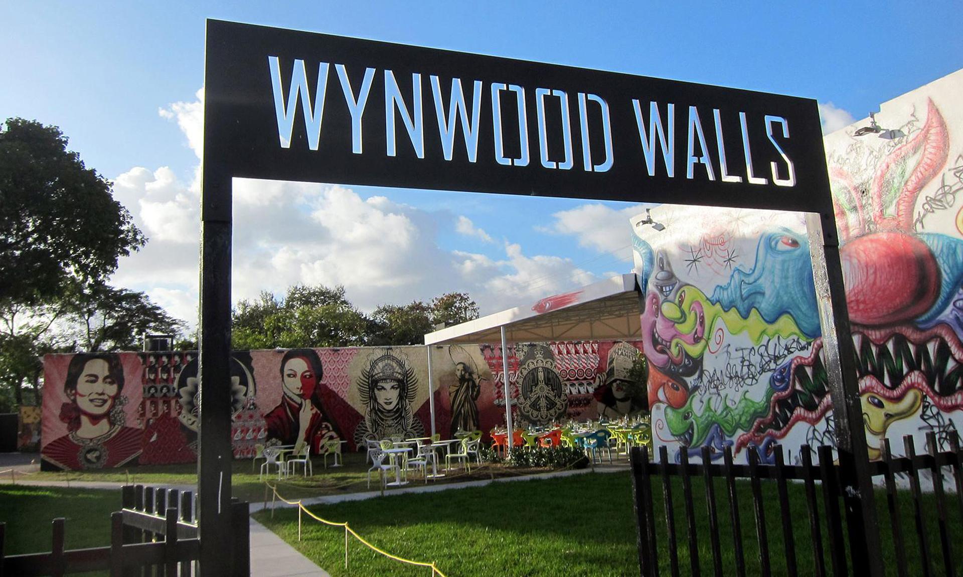 La entrada al paseo de diseño de Wynwood Walls. Bares al aire libre y los mejores graffitis de la ciudad