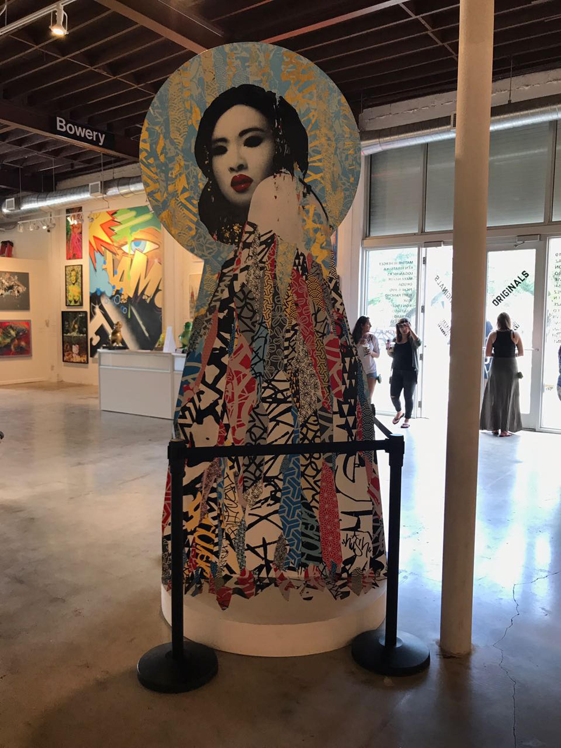 Geisha retratada por Hush, el artista que se inspira en la figura de la mujer para plasmar sus obras.