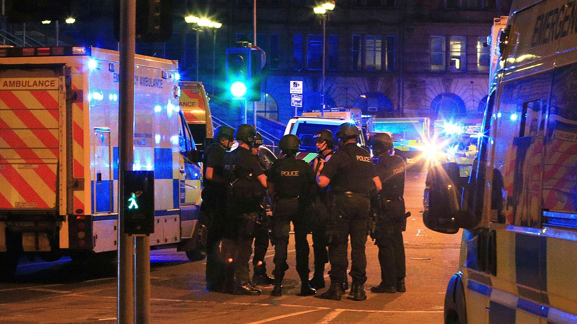 La policía de transporte de Gran Bretaña confirmó que el incidente en Manchester dejó al menos 19 muertos y 50 heridos (AP)