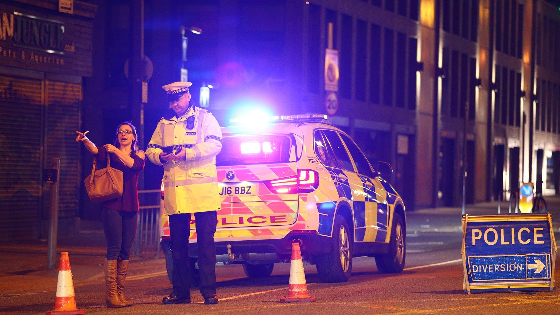 """La Policía Metropolitana publicó una declaración donde aseguran que: """"Los servicios de emergencia están respondiendo a los informes de una explosión en el Manchester Arena. Hay una serie de muertes confirmadas y otros heridos"""" (Getty Images)"""