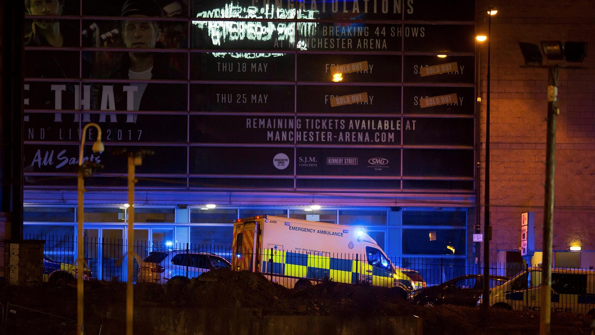 Los agentes de la Policía provocaron una explosión controlada en los jardines de la Catedral, donde encontraron un dispositivo sospechoso (Reuters)