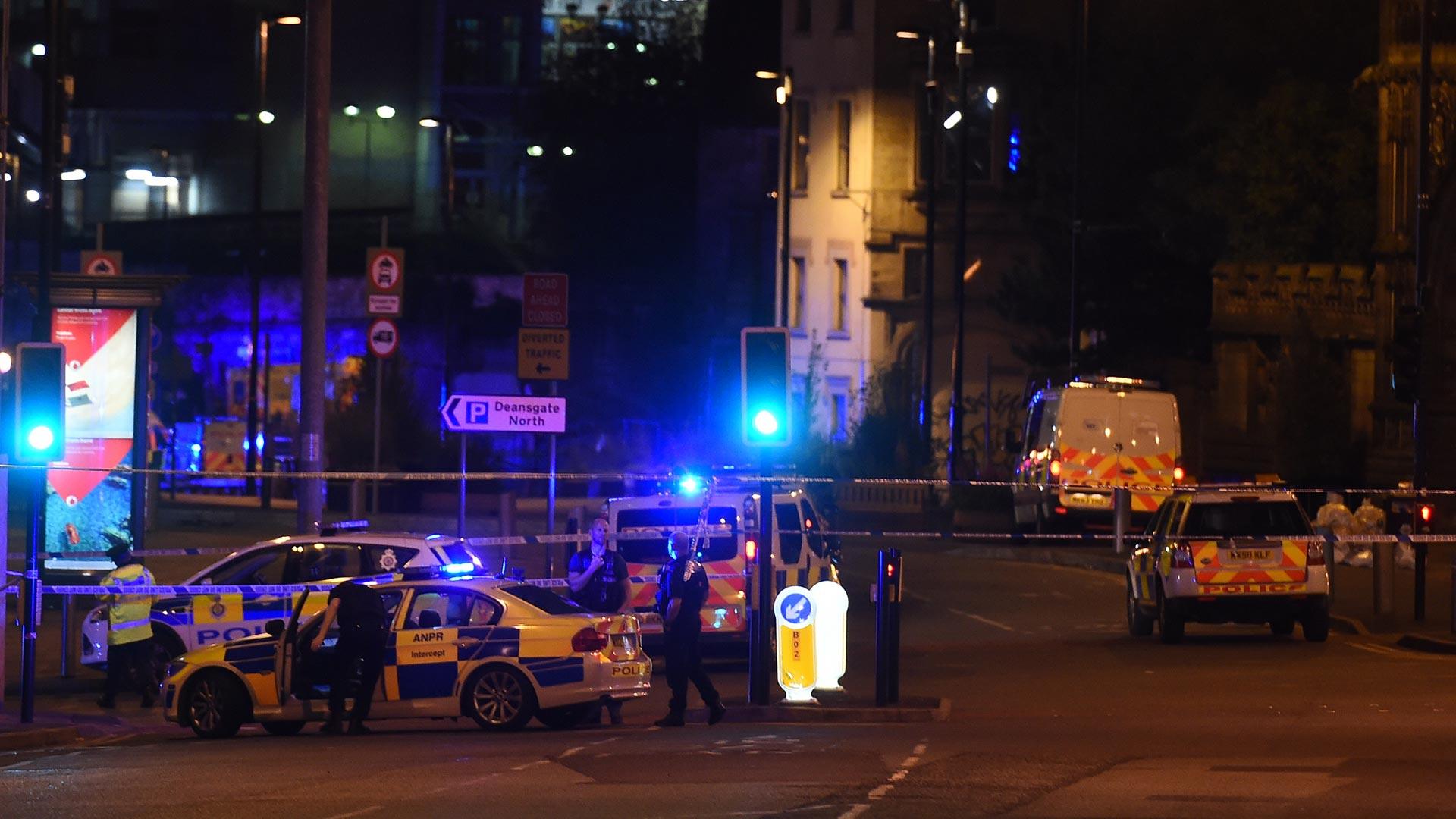 """Aunque algunos de los videos publicados en redes sociales muestran a los espectadores corriendo y gritando desde sus asientos, tras haber escuchado """"una explosión muy fuerte en el interior del Manchester Arena"""", se presume que todo haya ocurrido fuera del lugar"""