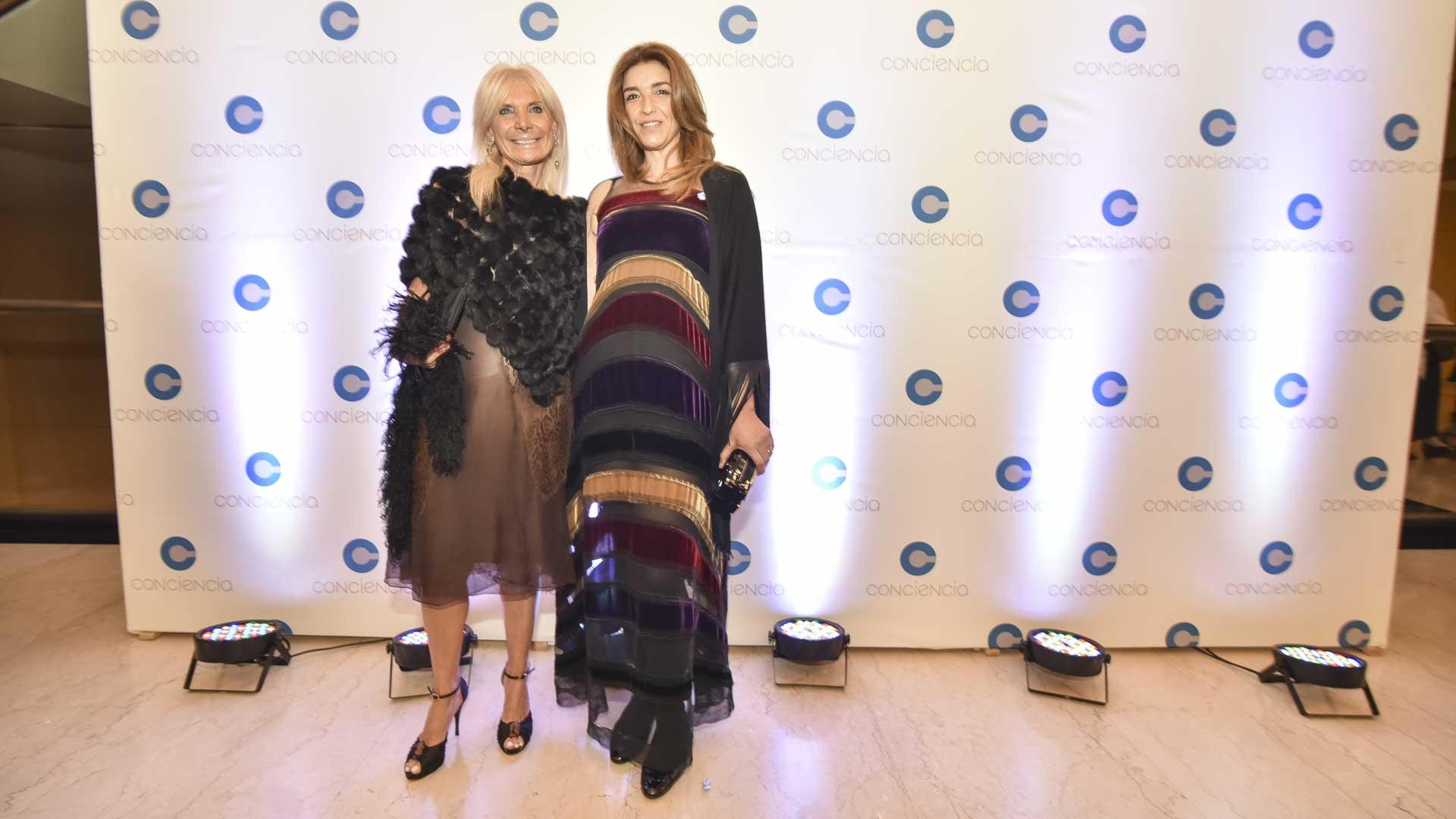 La embajadora de Italia en la Argentina, Teresa Castaldo, junto a la presidenta de la Fundación CURAR y vicepresidenta 3° de Conciencia, Gabriela Solustri