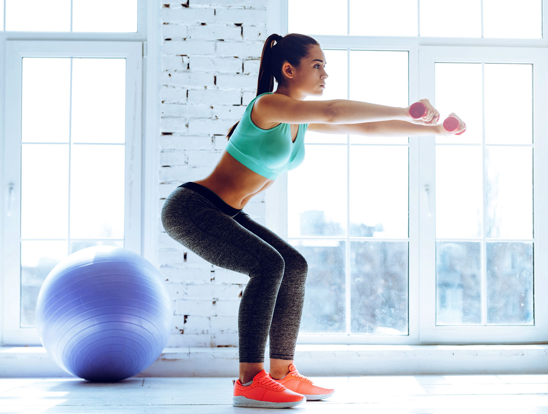 Realizar los ejercicios tratando de concentrar la fuerza en el músculo que se entrena
